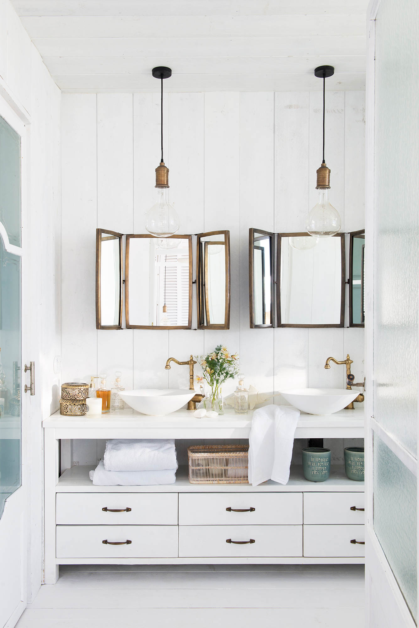 Muebles ba o decoraci n accesorios mamparas y azulejos for Muebles antiguos para banos