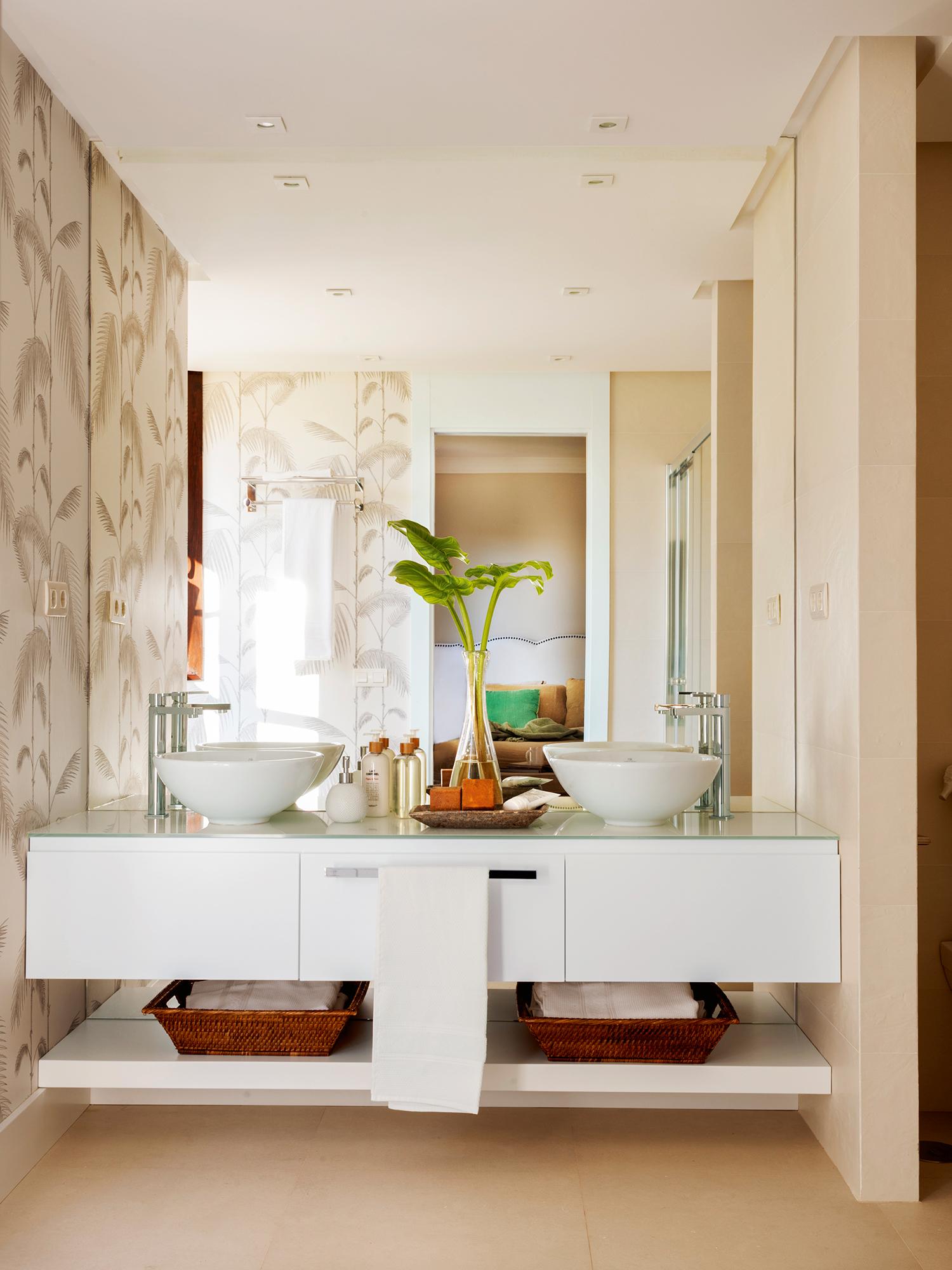 Muebles ba o decoraci n accesorios mamparas y azulejos - Banos con paredes de cristal ...