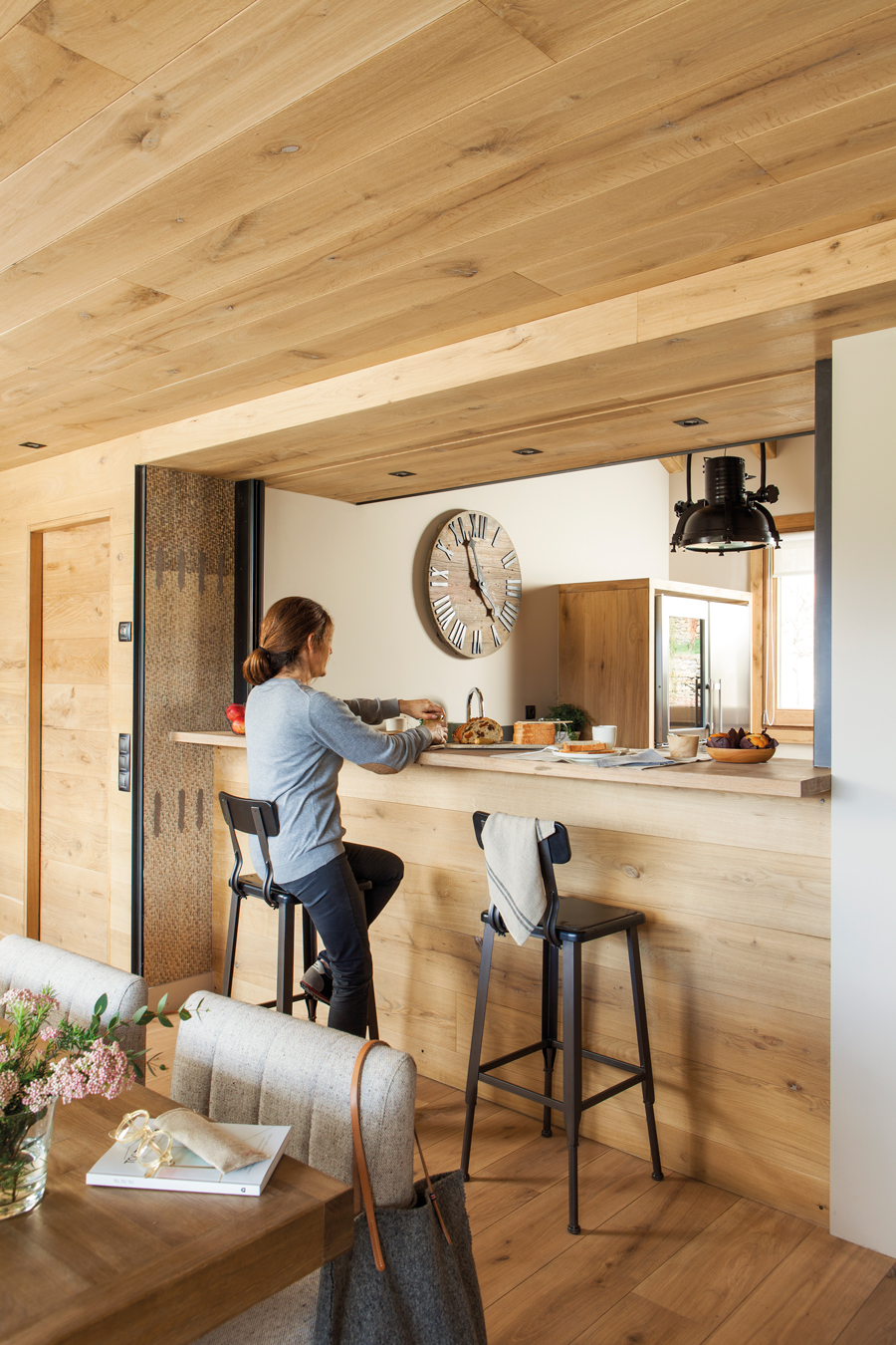 Cocinas con barra y comedor apartamento en venta prncipes for Barra de comedor