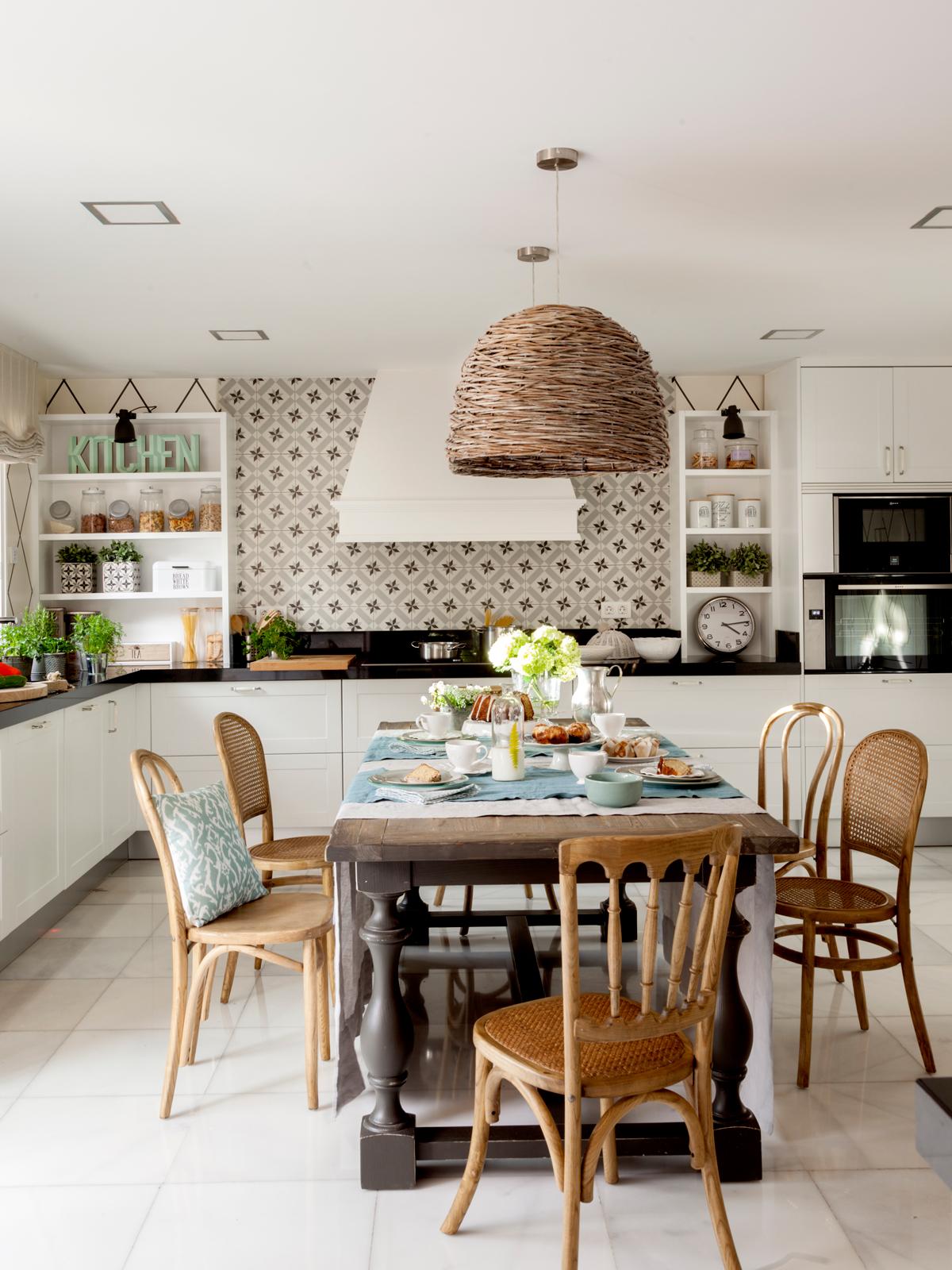 Los 50 mejores offices de la revista de decoraci n el mueble for Mesas y sillas de cocina de madera
