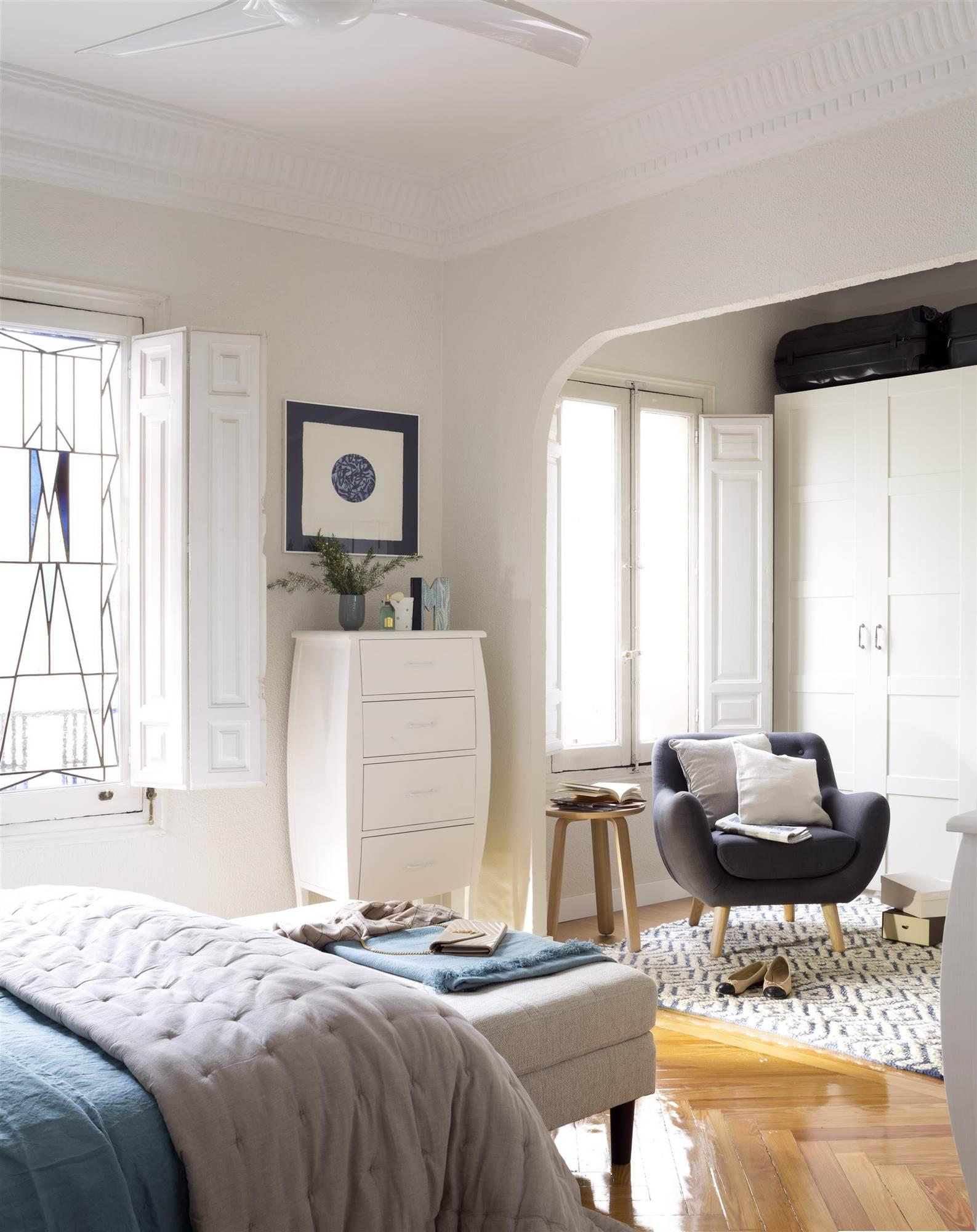 Armarios roperos armarios de cocina y armarios de ba o - Butacas para dormitorio ...