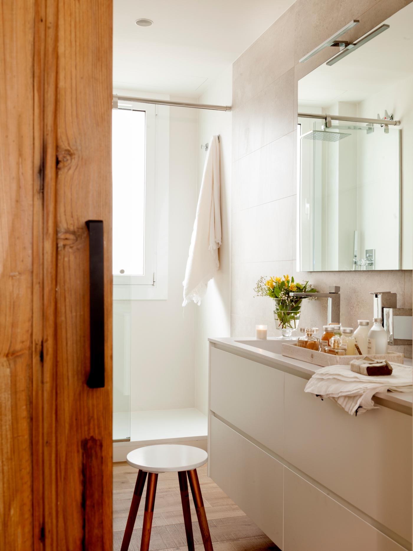 o bao pequeo en blanco con puerta corredera de madera o with puertas correderas con cristal - Puerta Corredera Bao