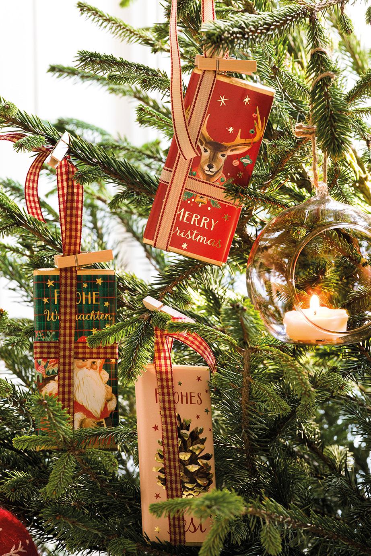 00444899. Tabletas de chocolate colgadas del árbol de Navidad_00444899
