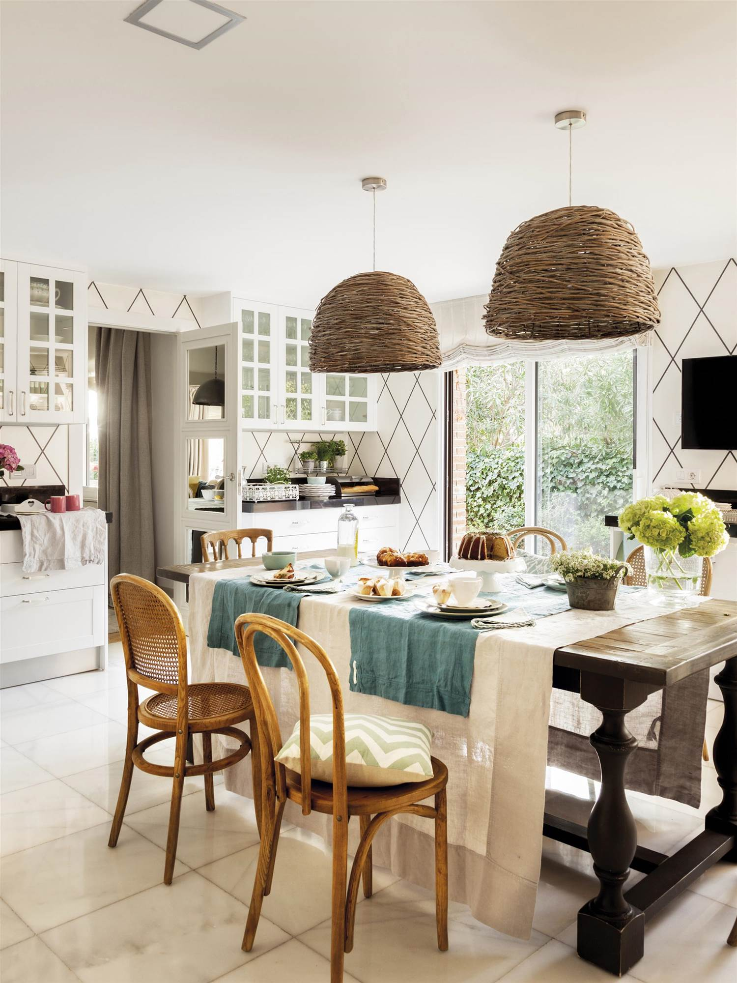 L mparas de techo el mueble for Mesas y sillas de madera para cocina