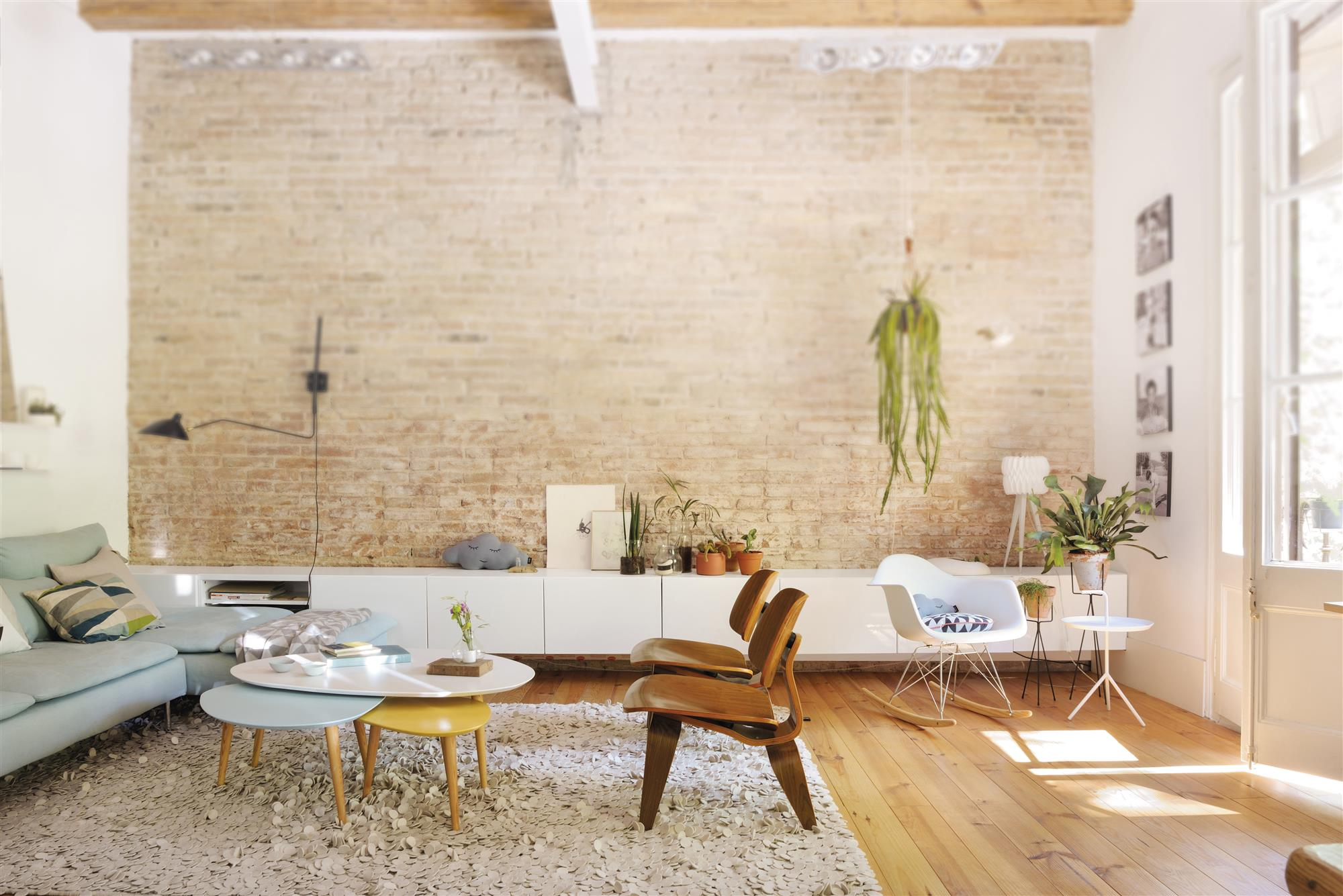 Las mejores sillas de dise o - Pared piedra salon ...