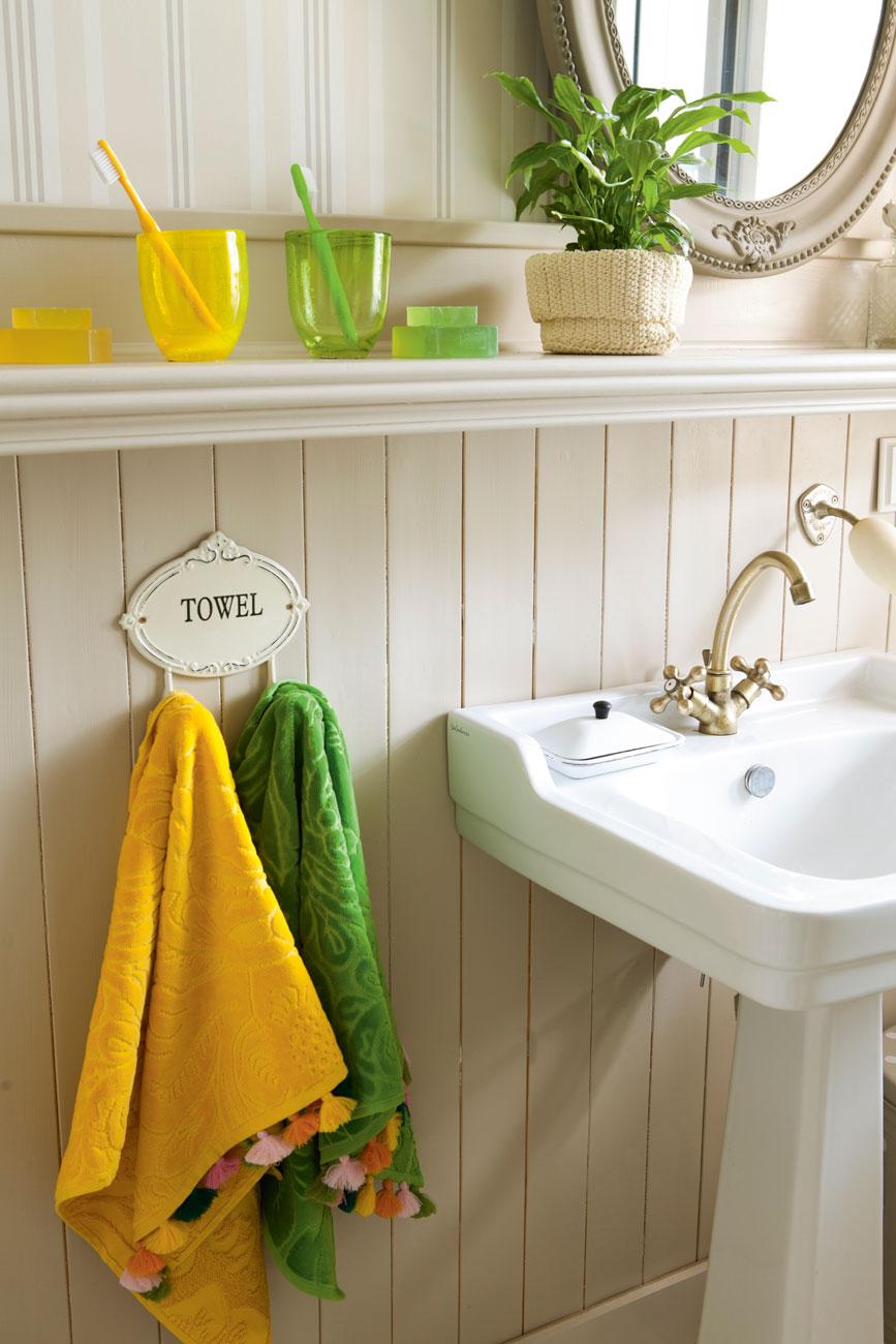66 fotos de toallas for Colgador toallas para bano
