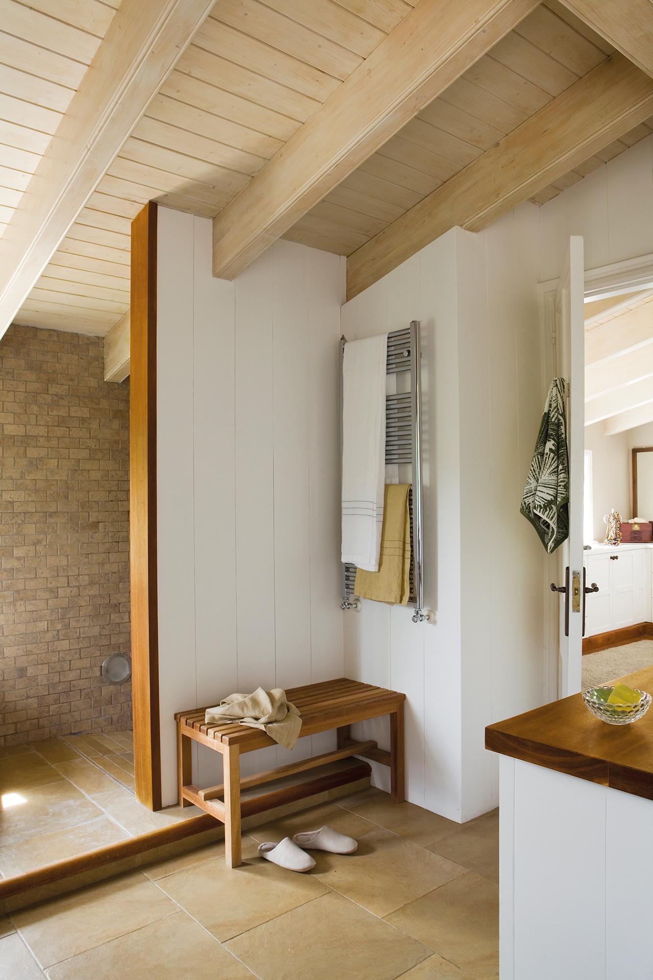 Radiadores toallero claves para acertar for Colgar toallas ducha