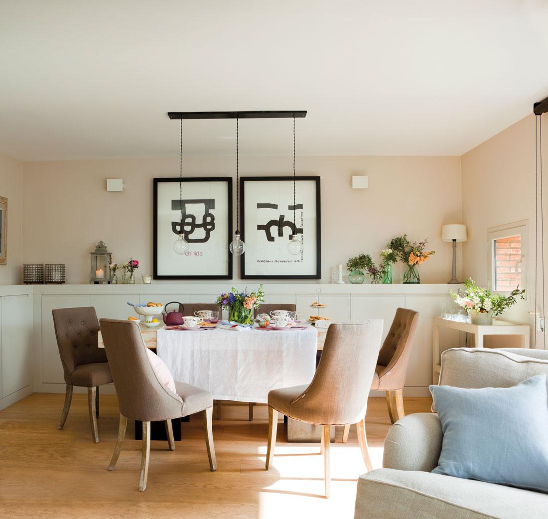 Fiesta en casa y todo en orden for Sillas de comedor de madera tapizadas
