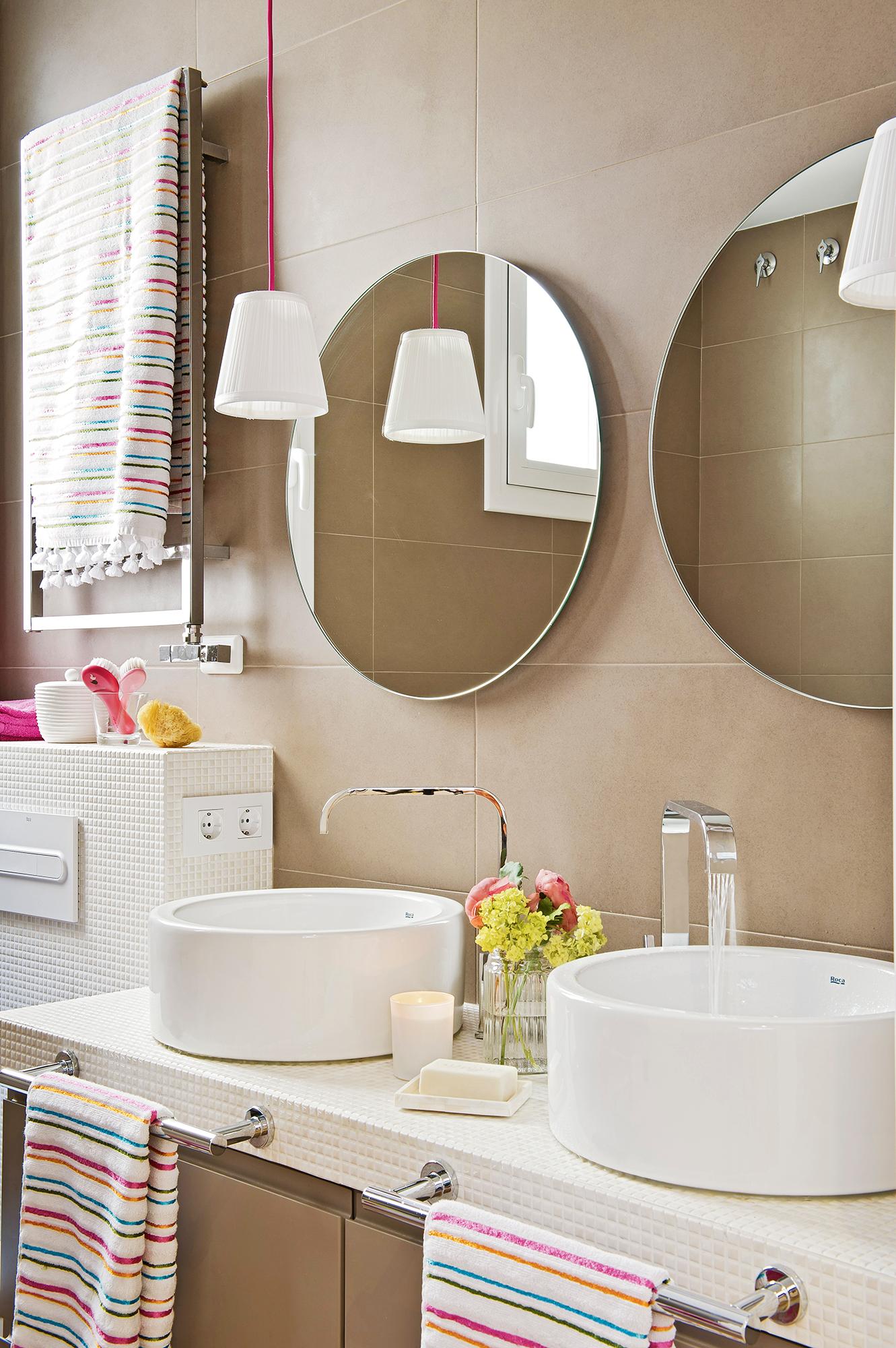 Qué baldosas funcionan mejor en baños pequeños