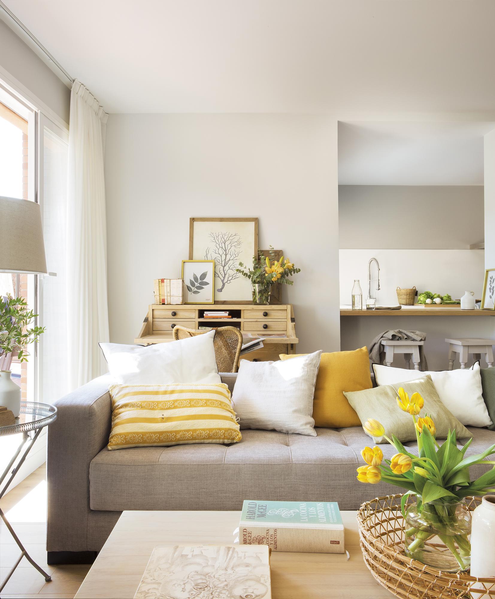 Una casa comod sima con una cocina abierta y un gran vestidor - Alicatar cocina detras muebles ...