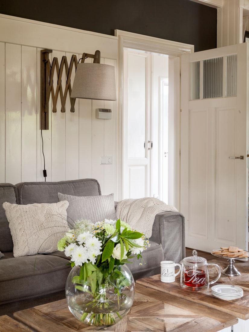 Salones muebles para la decoraci n del sal n comedor el for Aplique pared madera