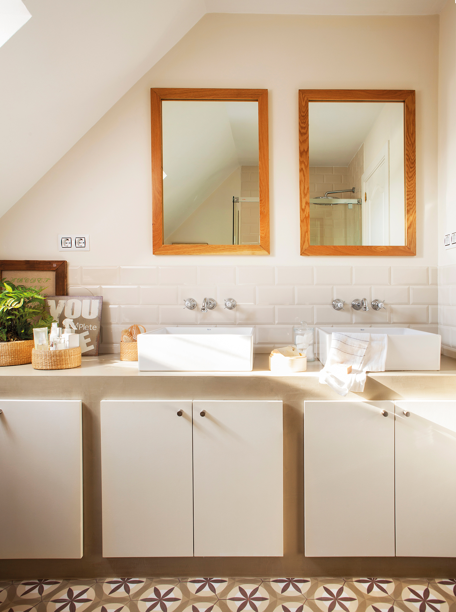 Espejos de ba o 15 dise os de todos los estilos for Disenos de marcos de madera para espejos
