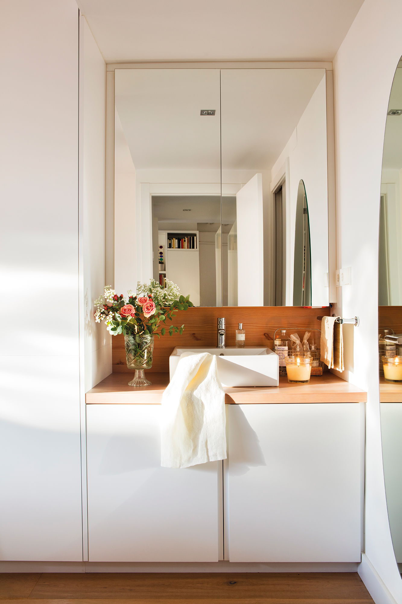 Armarios roperos armarios de cocina y armarios de ba o - Armario de bano con espejo y luz ...