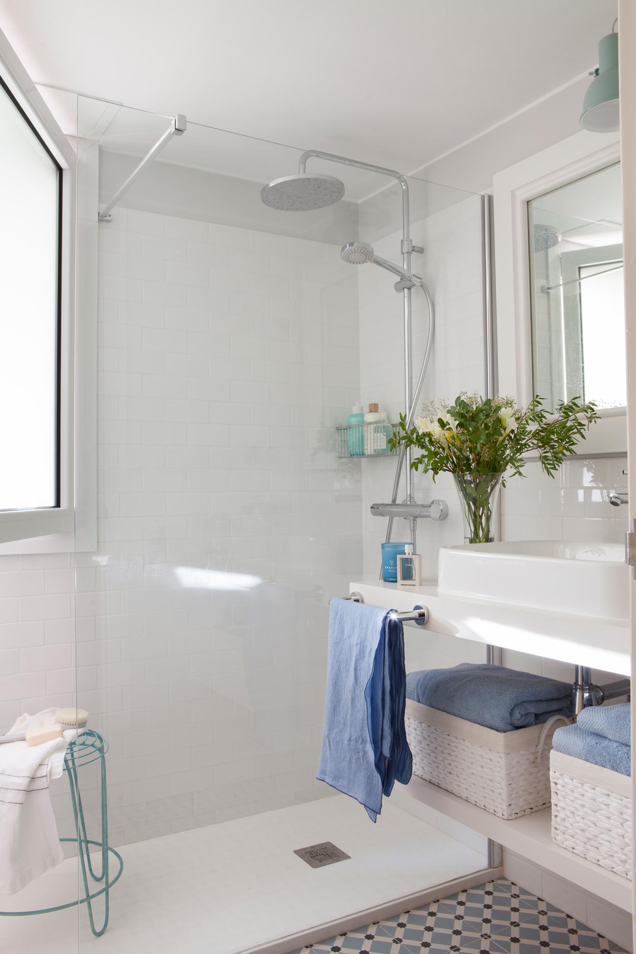 134 fotos de duchas - Plato ducha con mampara ...