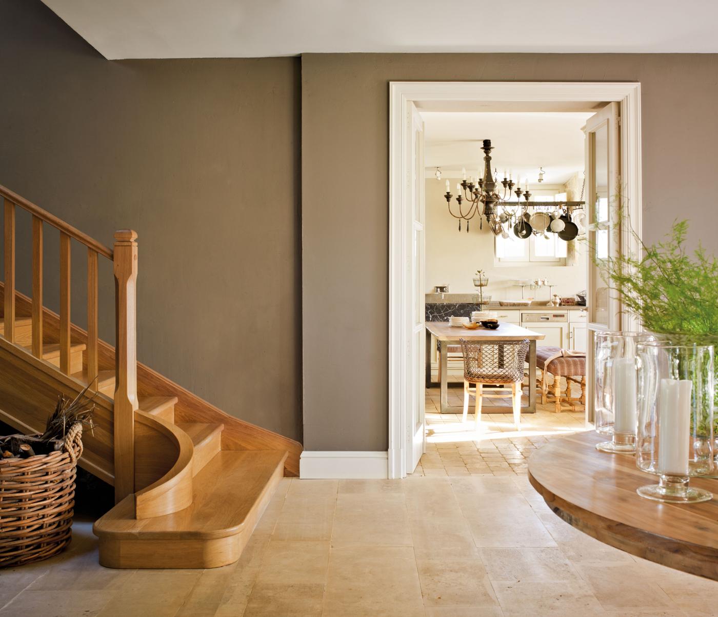 Decora tu casa con molduras y z calos - Zocalos de madera altos ...