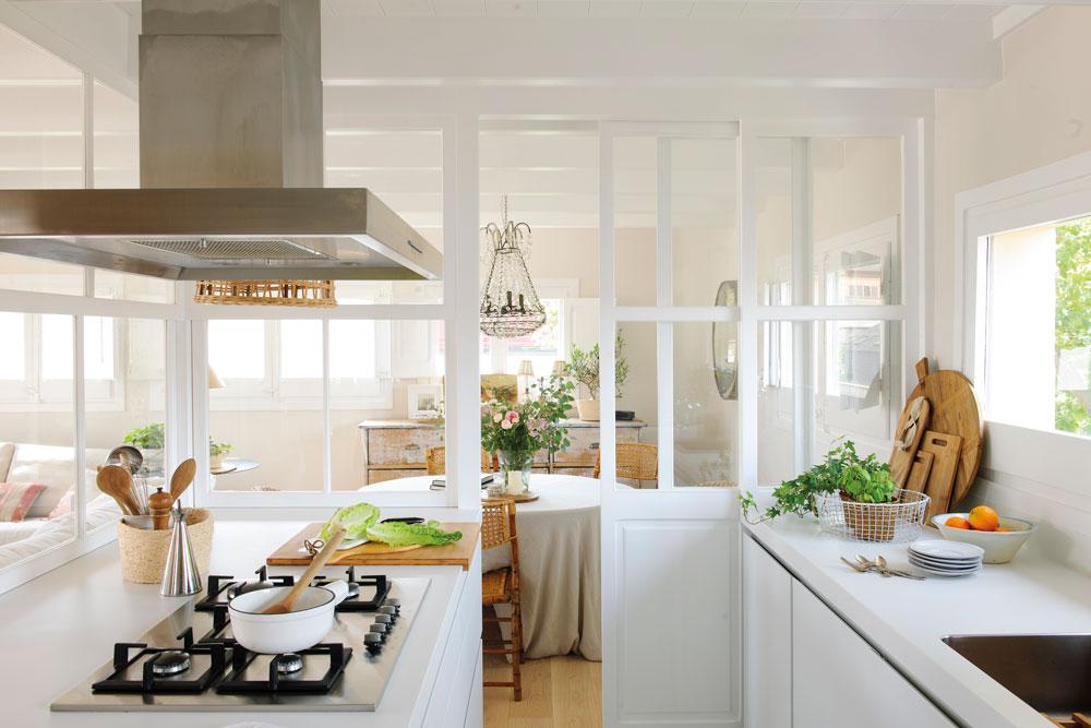 Cocinas Pequenas Con Muebles Blancos.Ideas Para Aprovechar El Espacio En Las Cocinas Pequenas
