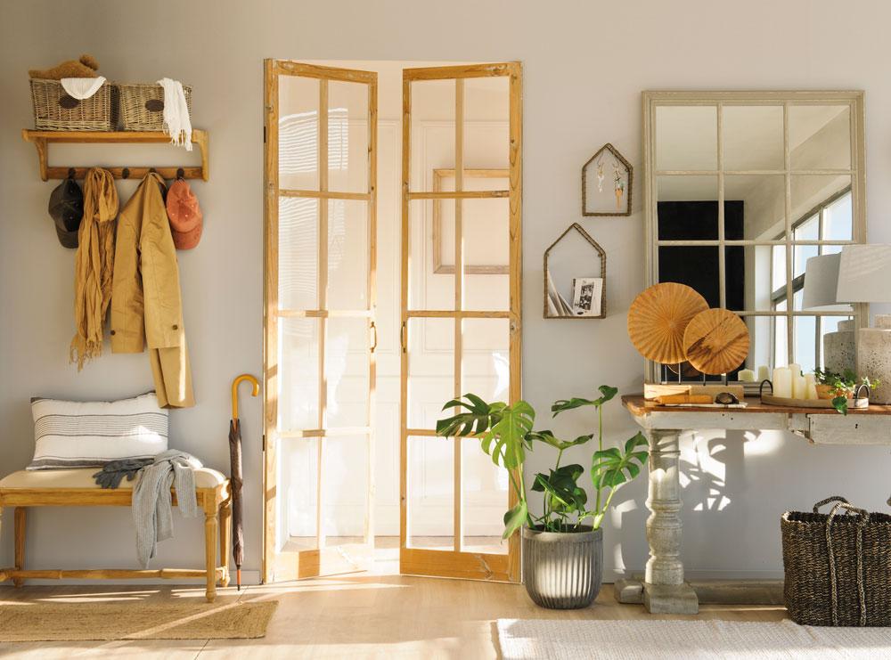 recibidor-con-puertas-de-cristal-cuarterones-y-marcos-de-madera 00454876