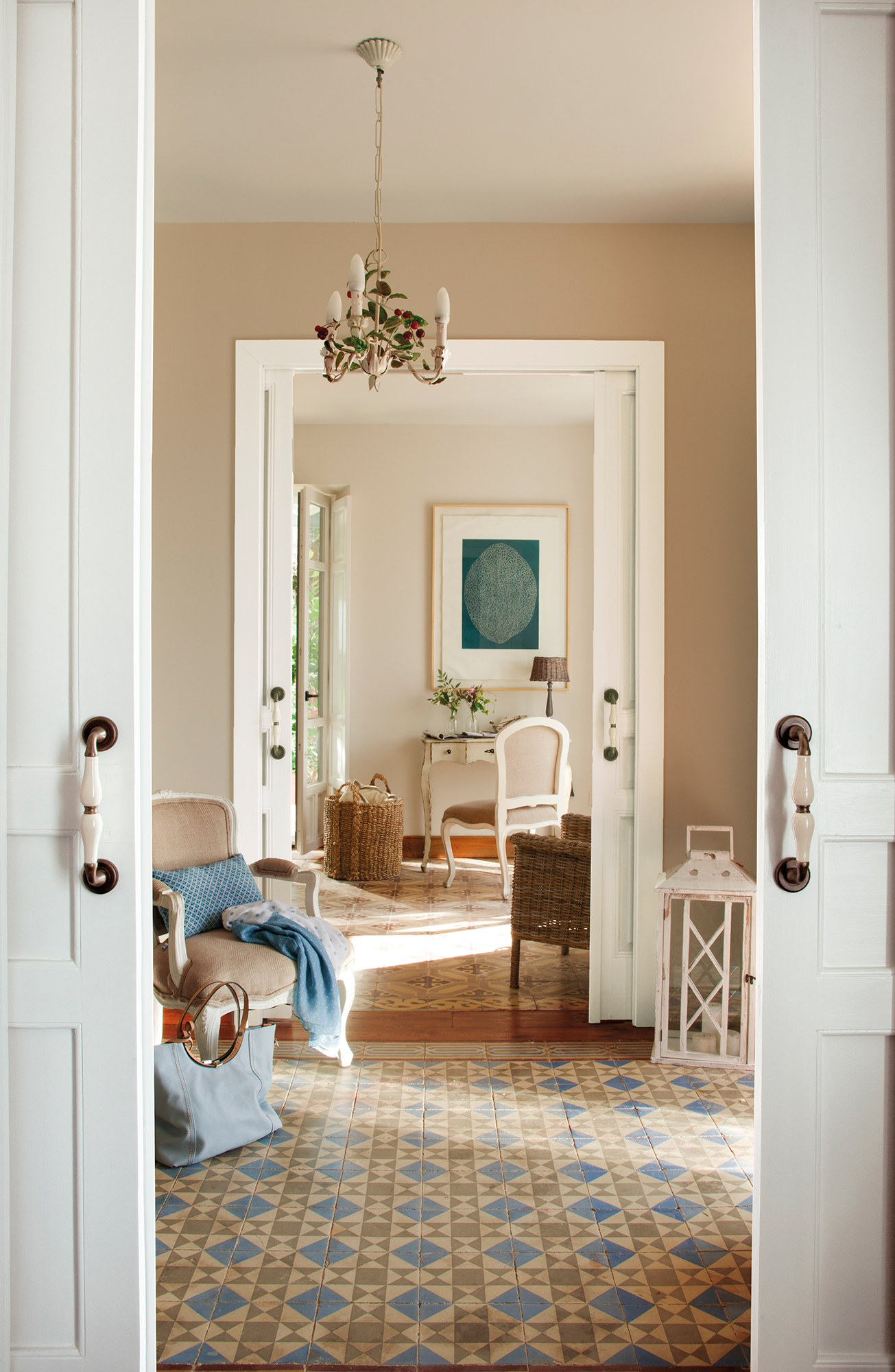 Renueva las manillas y los pomos de las puertas de casa for Como pintar puertas placas nuevas