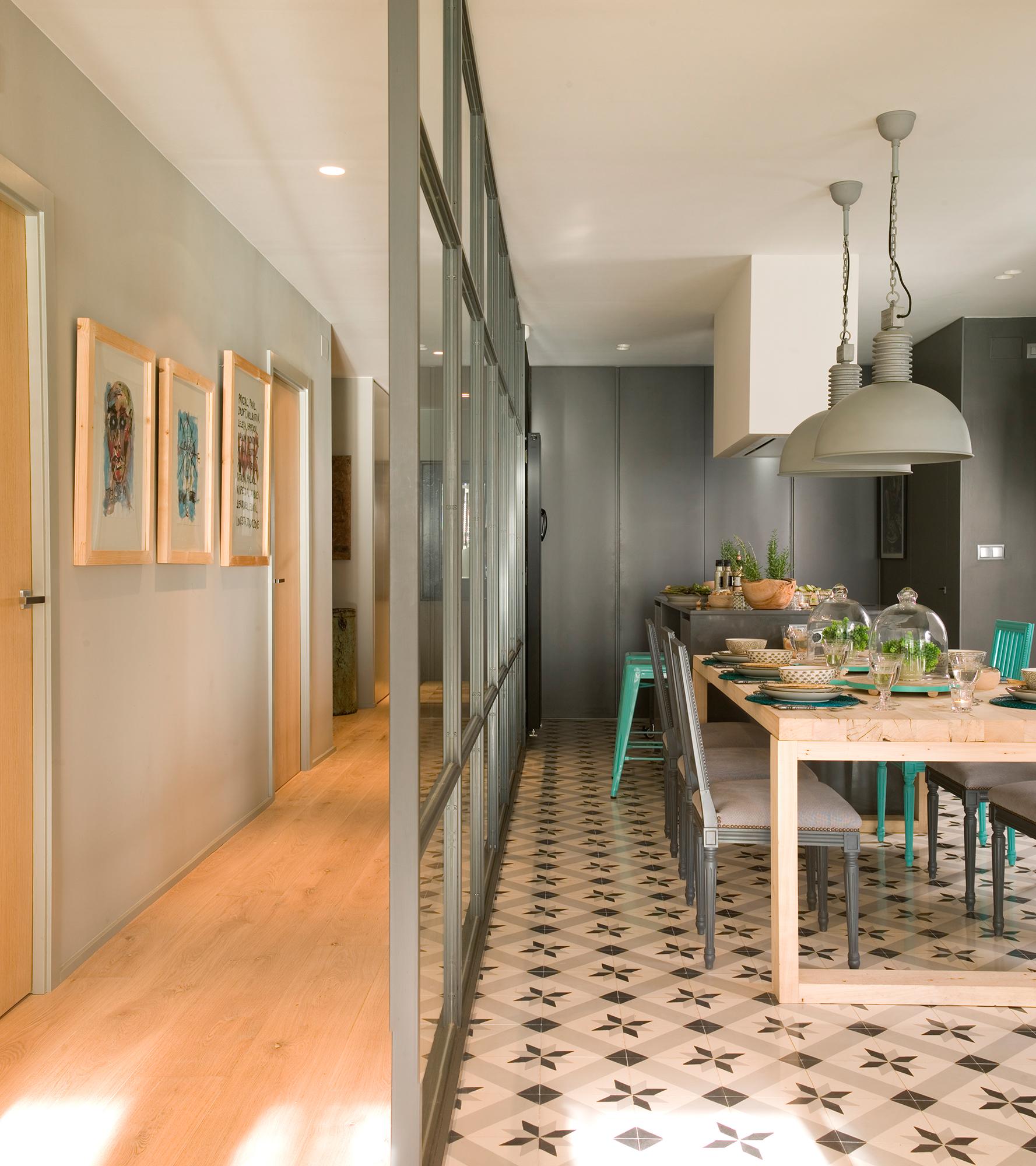 Pasillos 9 ideas para decorarlos con estilo - Decorar pasillos con cuadros ...
