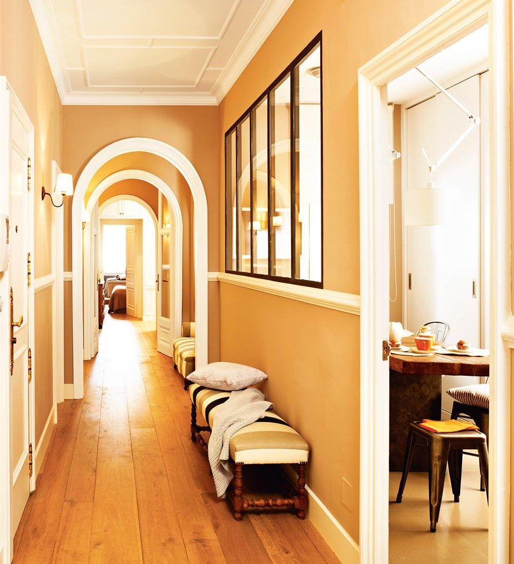 Pasillos 9 ideas para decorarlos con estilo - Molduras decorativas pared ...