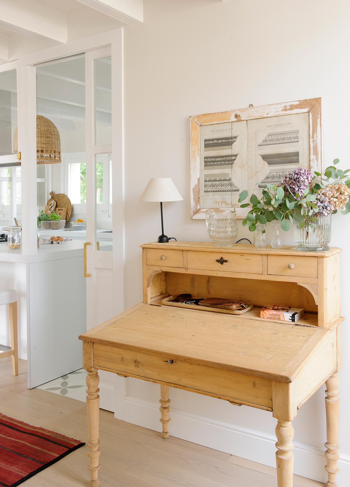 Recibidor muebles zapateros e ideas para recibidores for Cocina con muebles antiguos