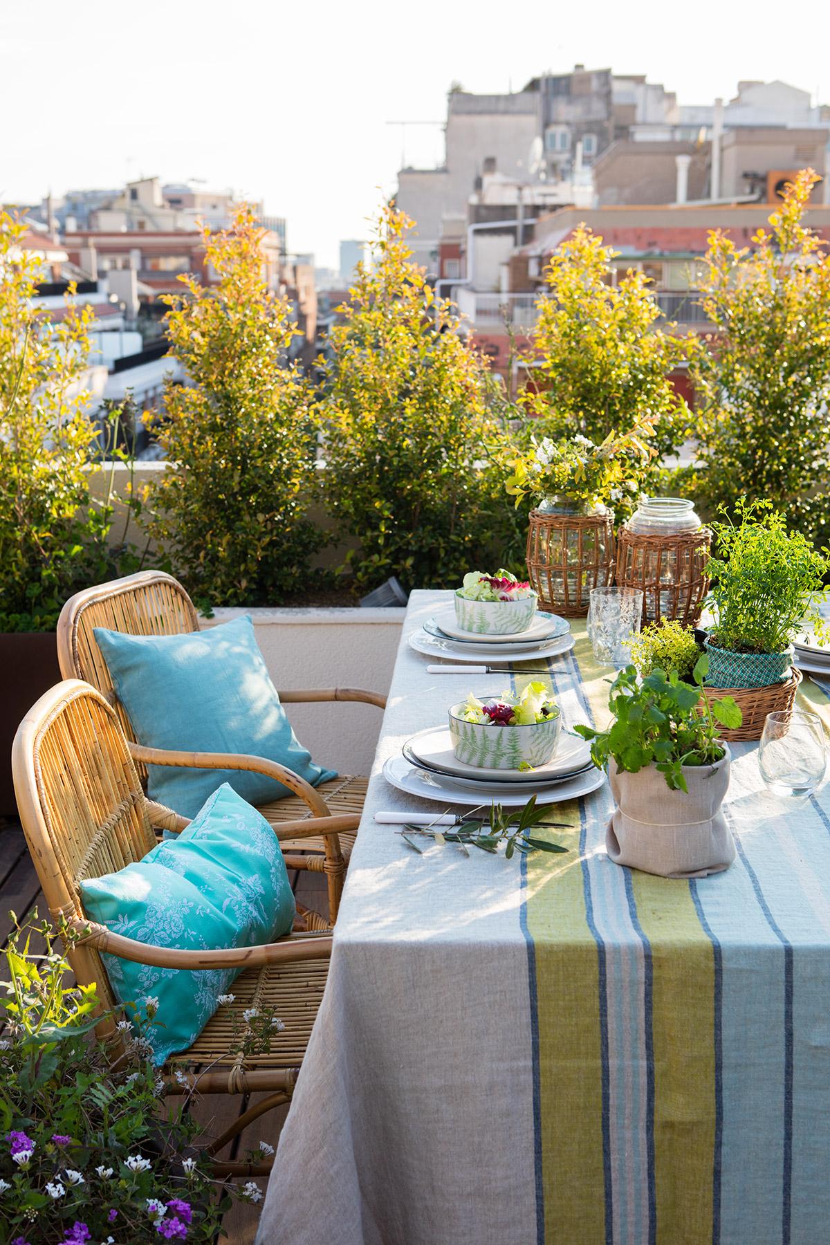 Mesa para balcon free excellent mesa y sillas para balcon for Mesa colgante para balcon