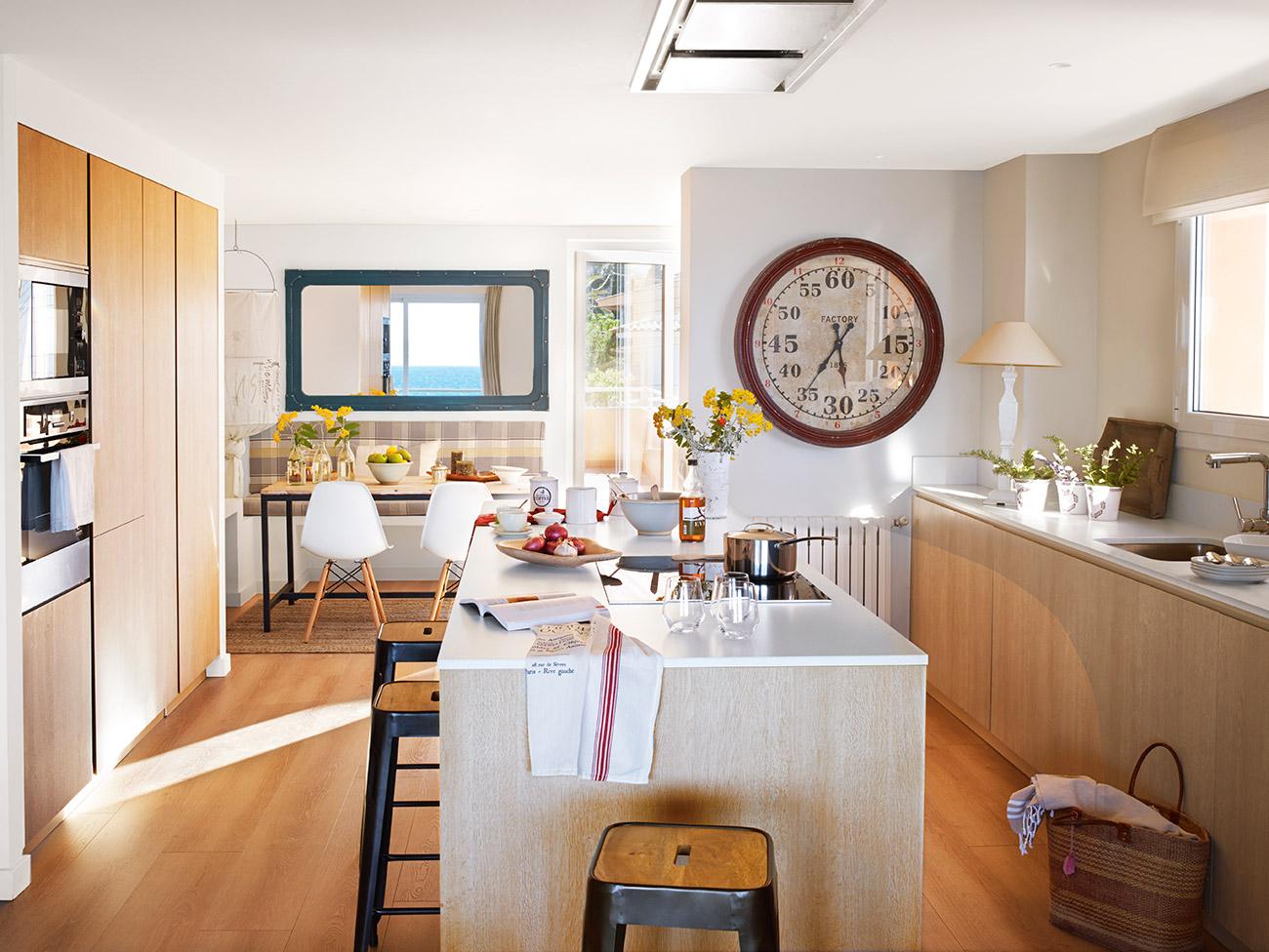 Dise o de una cocina con barra de desayuno for Modelos de barras