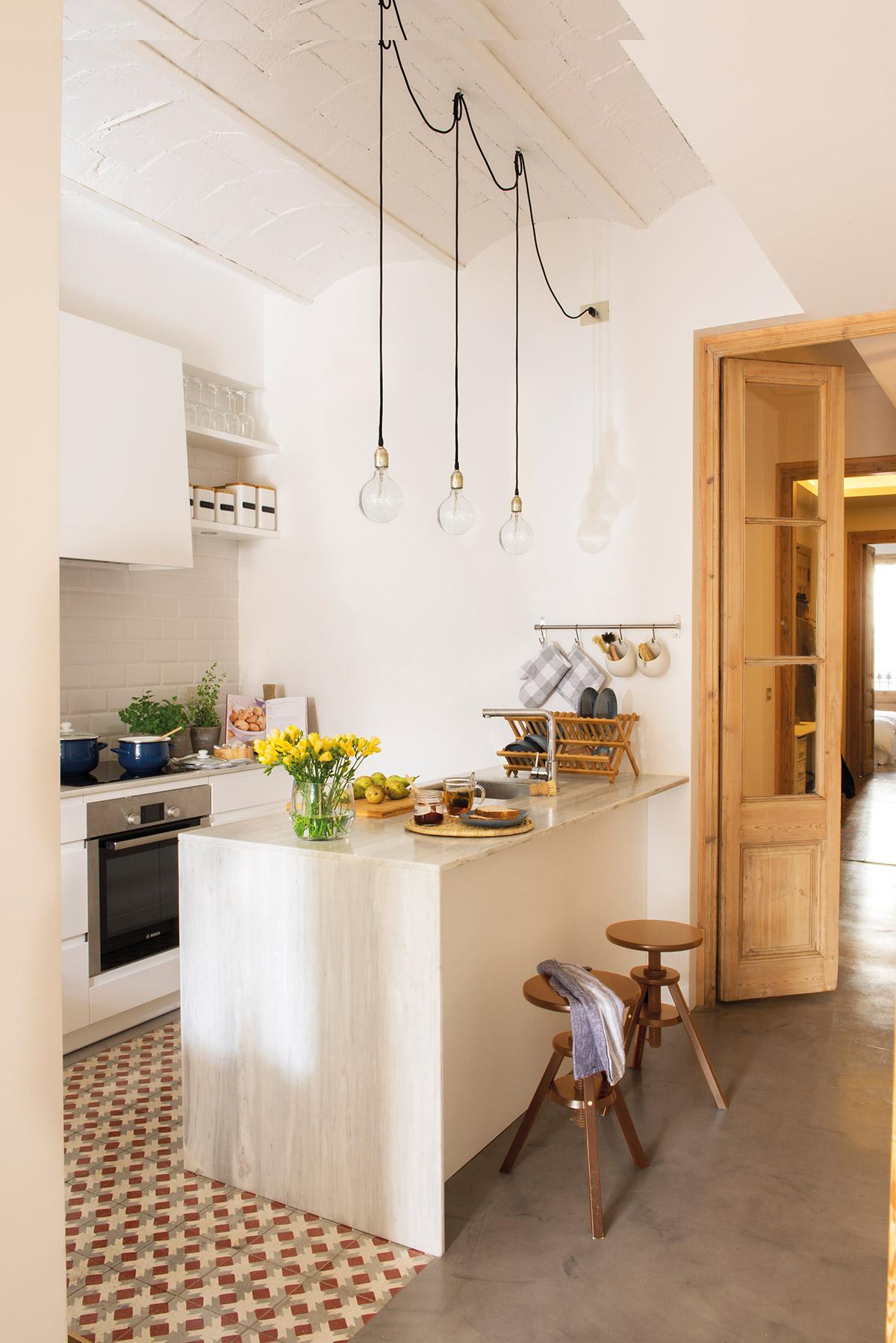 dise o de una cocina con barra de desayuno On barra de separacion con almacenamiento