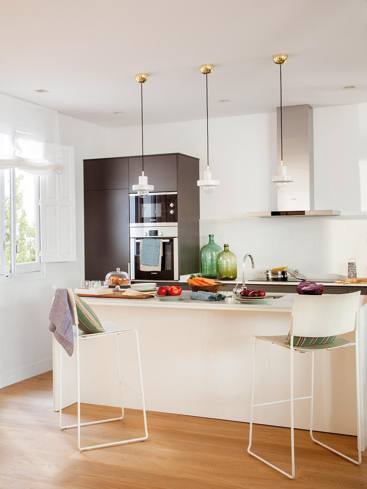 Dise o de una cocina con barra de desayuno for Barras de cocina comedor