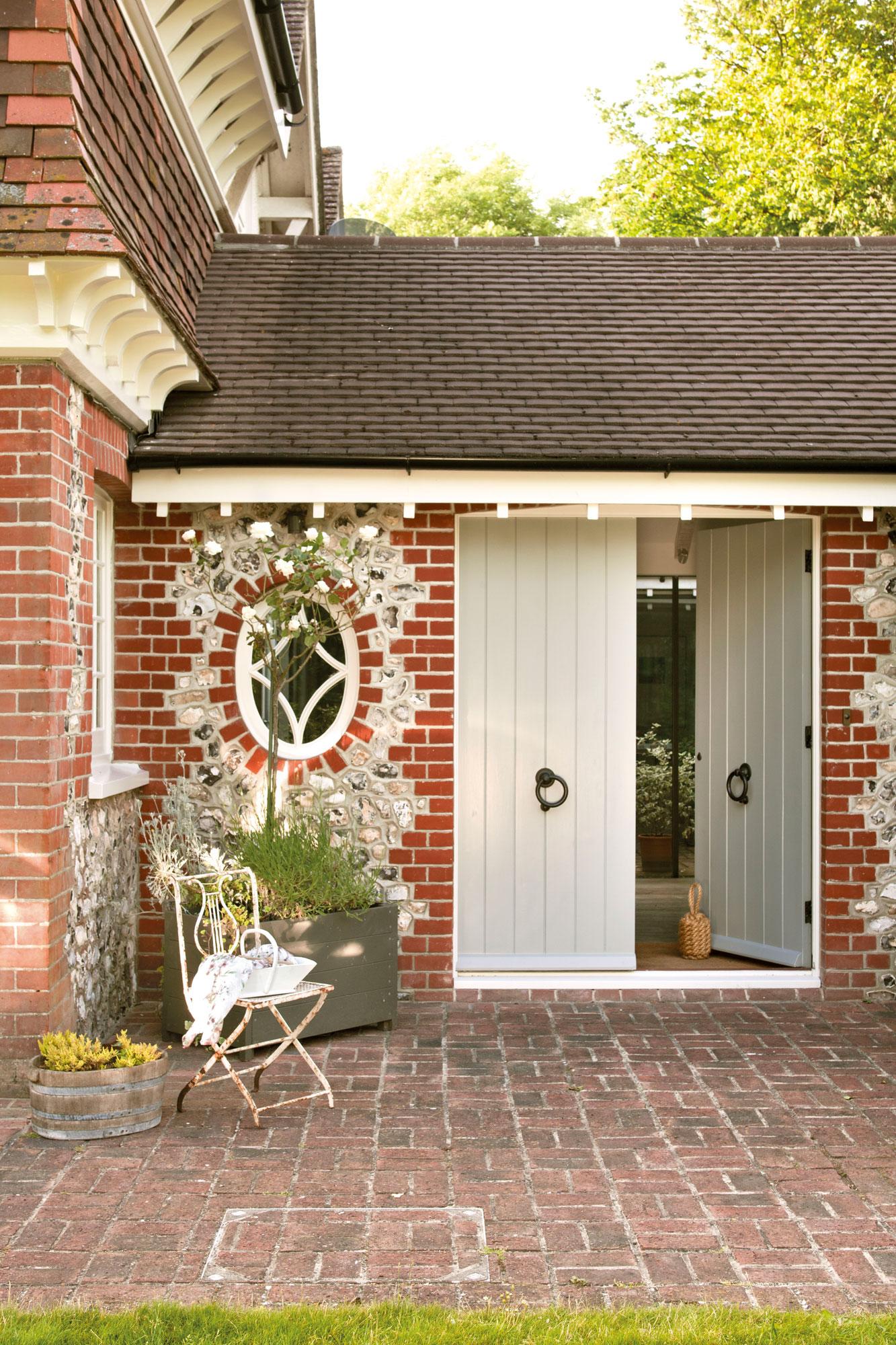 Puertas de entrada chalet great puertas entrada chalet for Puertas chalet exterior