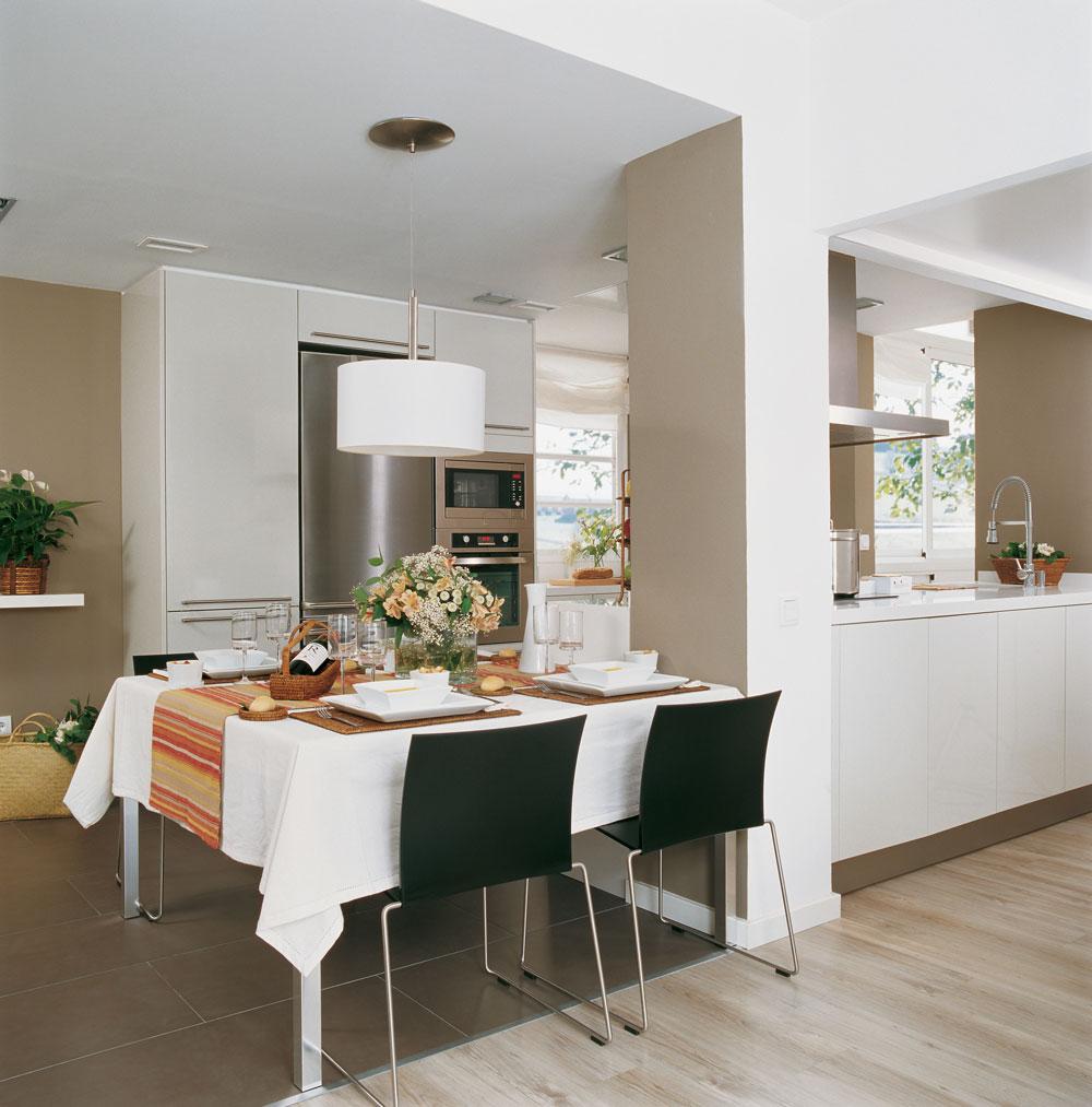 Integrar columnas en casa - Como decorar una columna en el salon ...