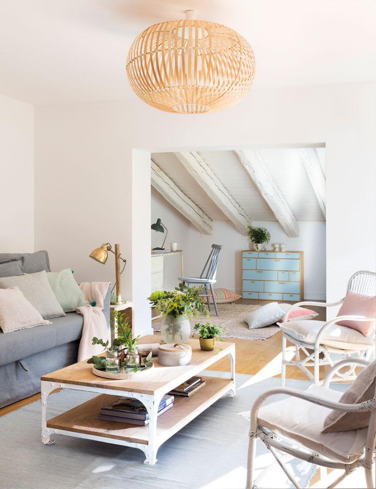 11 maneras en que una l mpara mejor la decoraci n de una casa for Lampara techo comedor