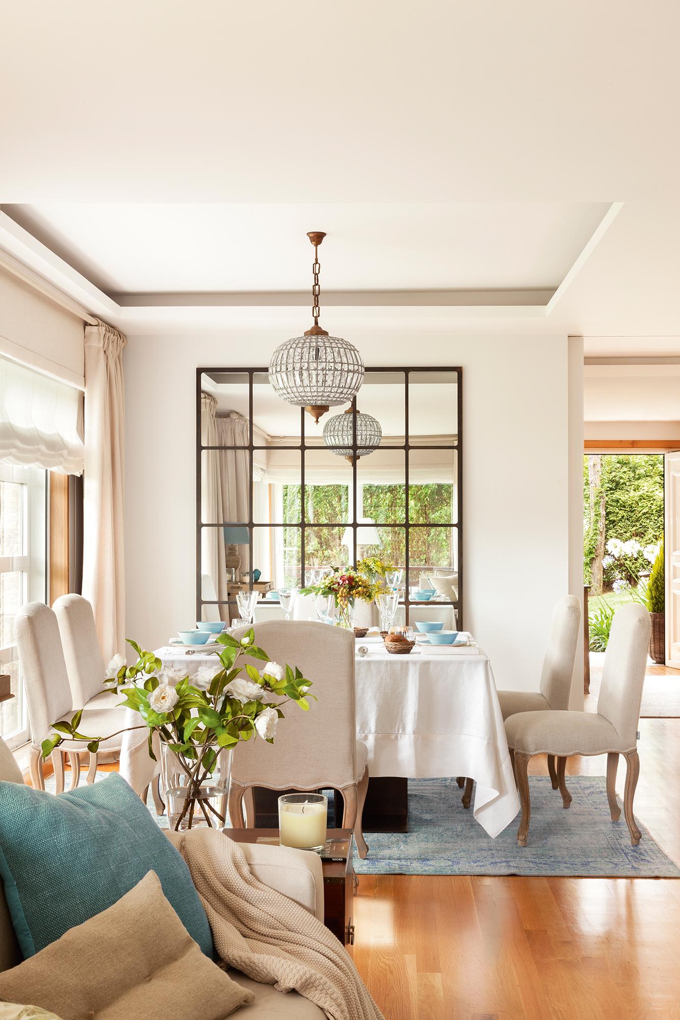 50 claves para lograr una casa perfecta for Mesa comedor espejo