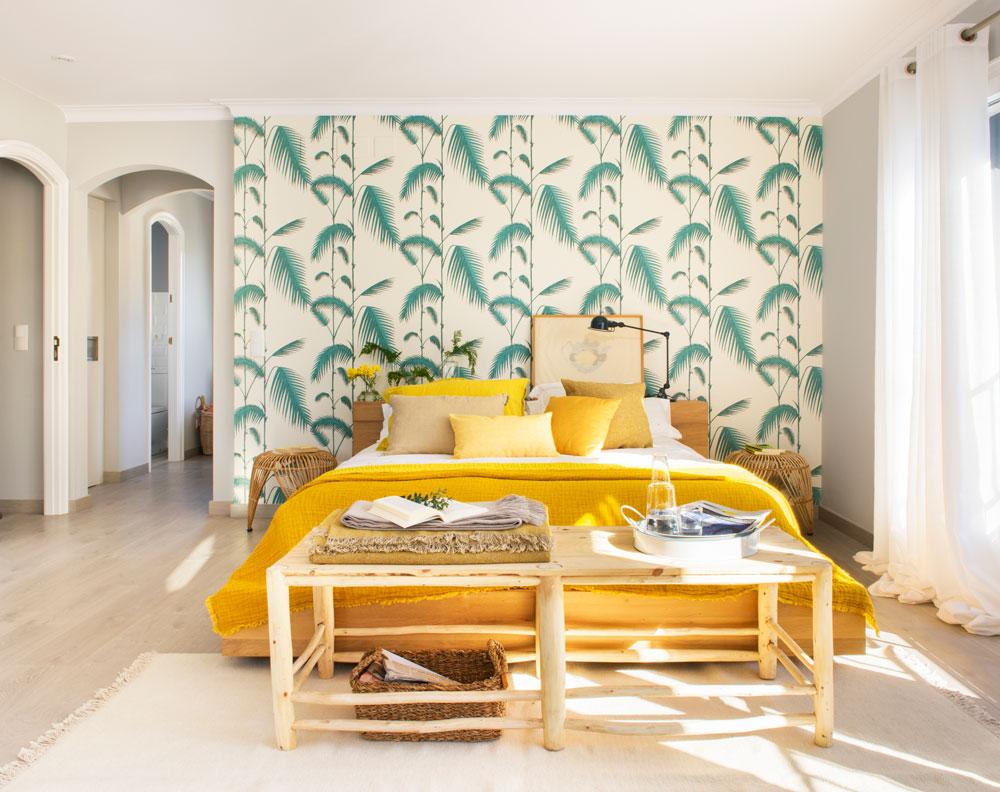 Decora el dormitorio de tu piso de alquiler for Dormitorios empapelados y pintados