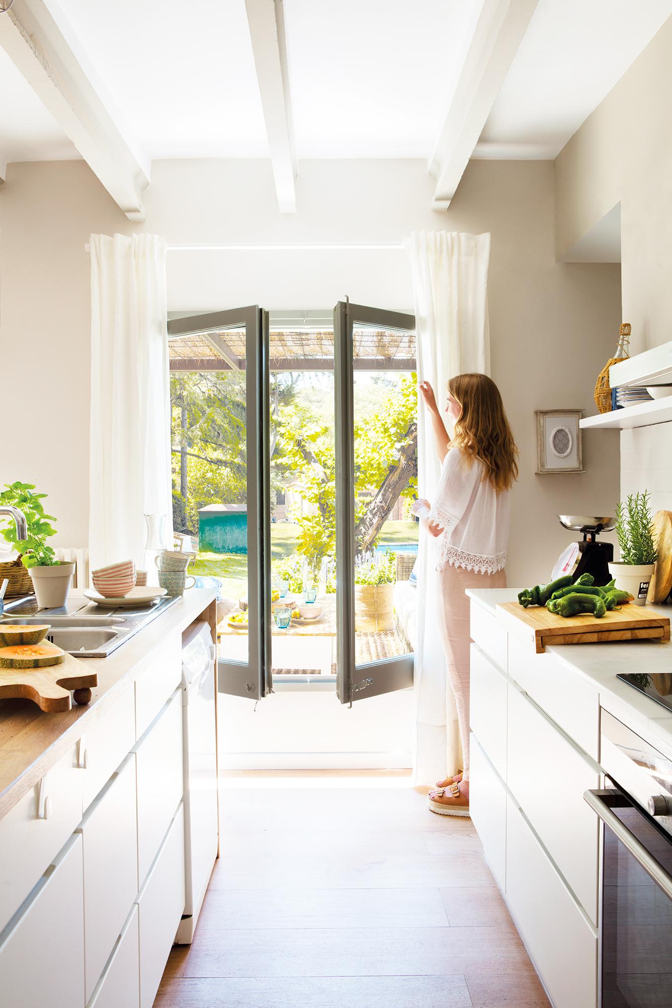 C mo iluminar la cocina 20 claves for Cocinas para jardin