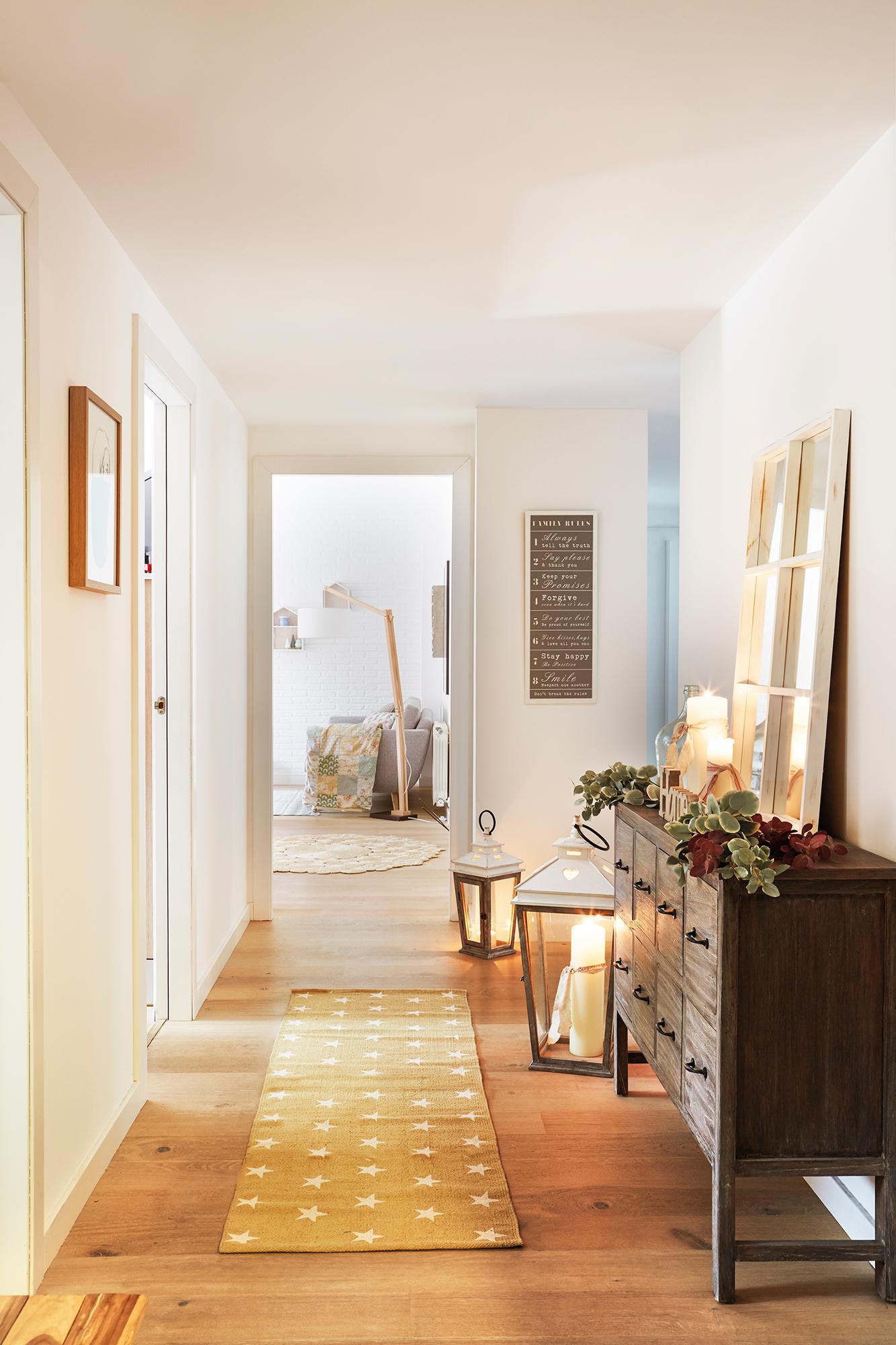 Los 30 mejores trucos de las estilistas de el mueble for Espejos en el recibidor