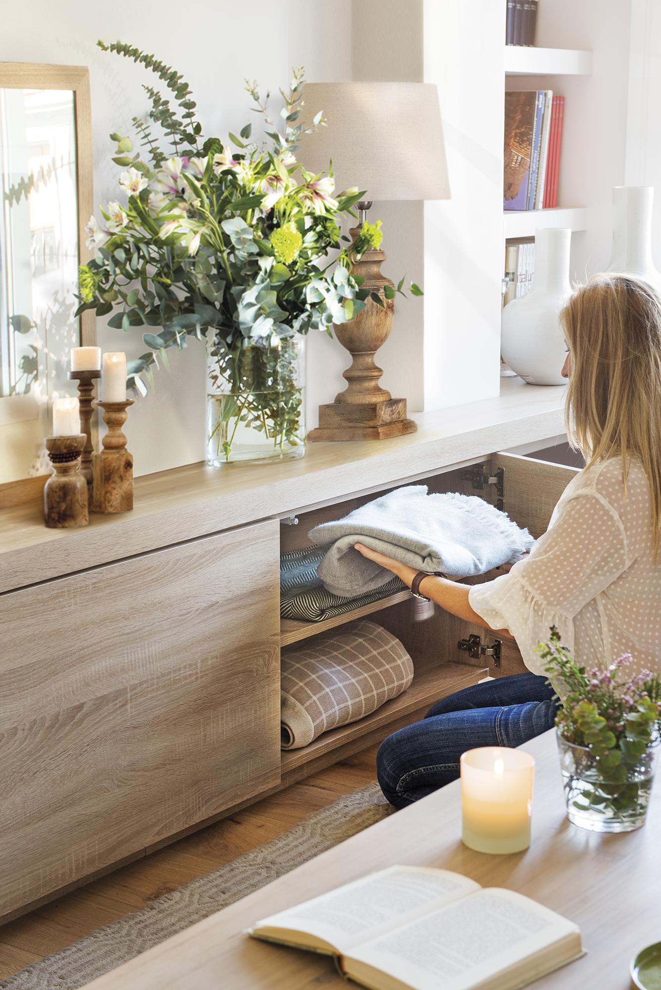 Una casa con mil armarios - Muebles bajos para salon ...