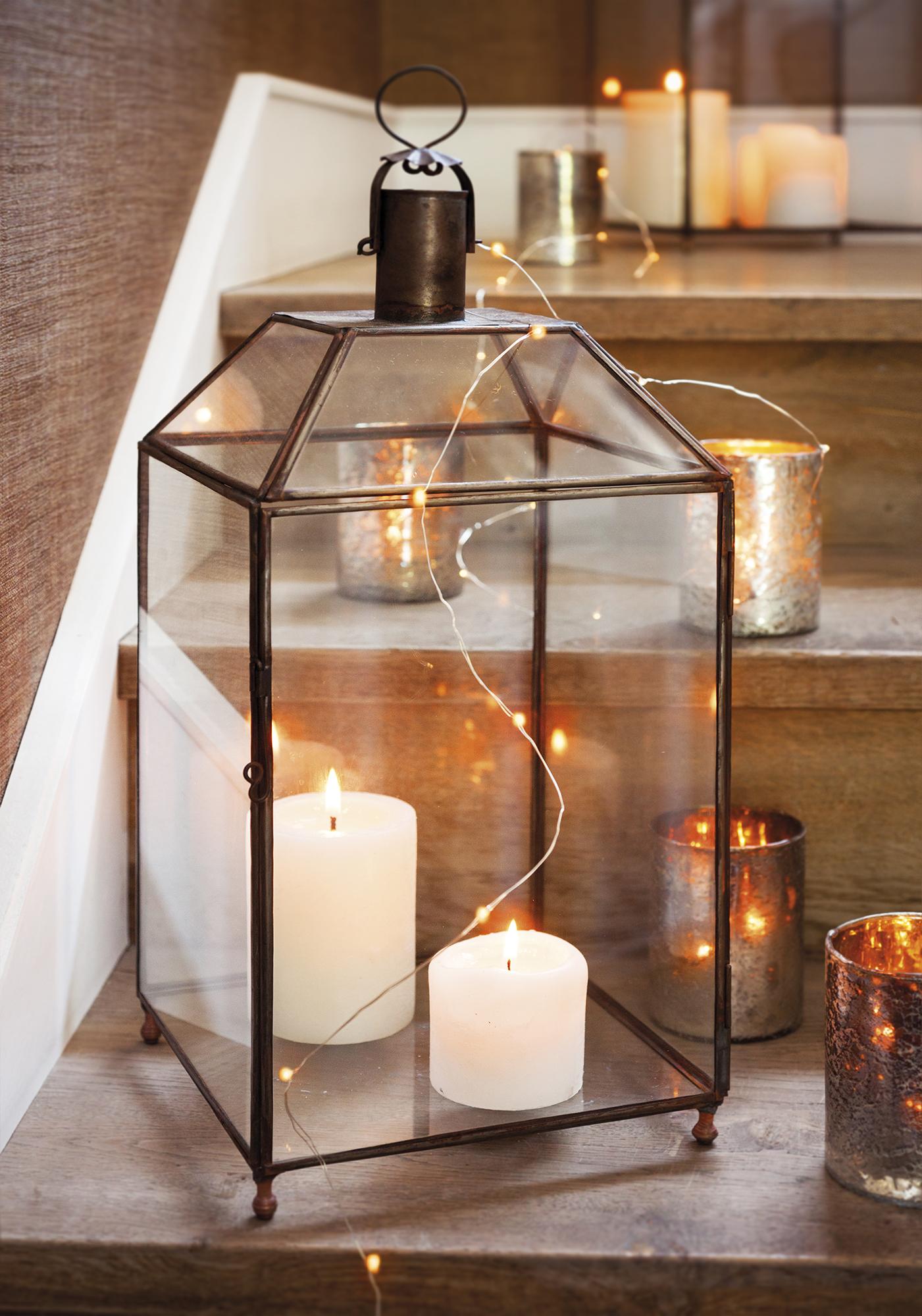MG 8615. candelabros con velas de navidad
