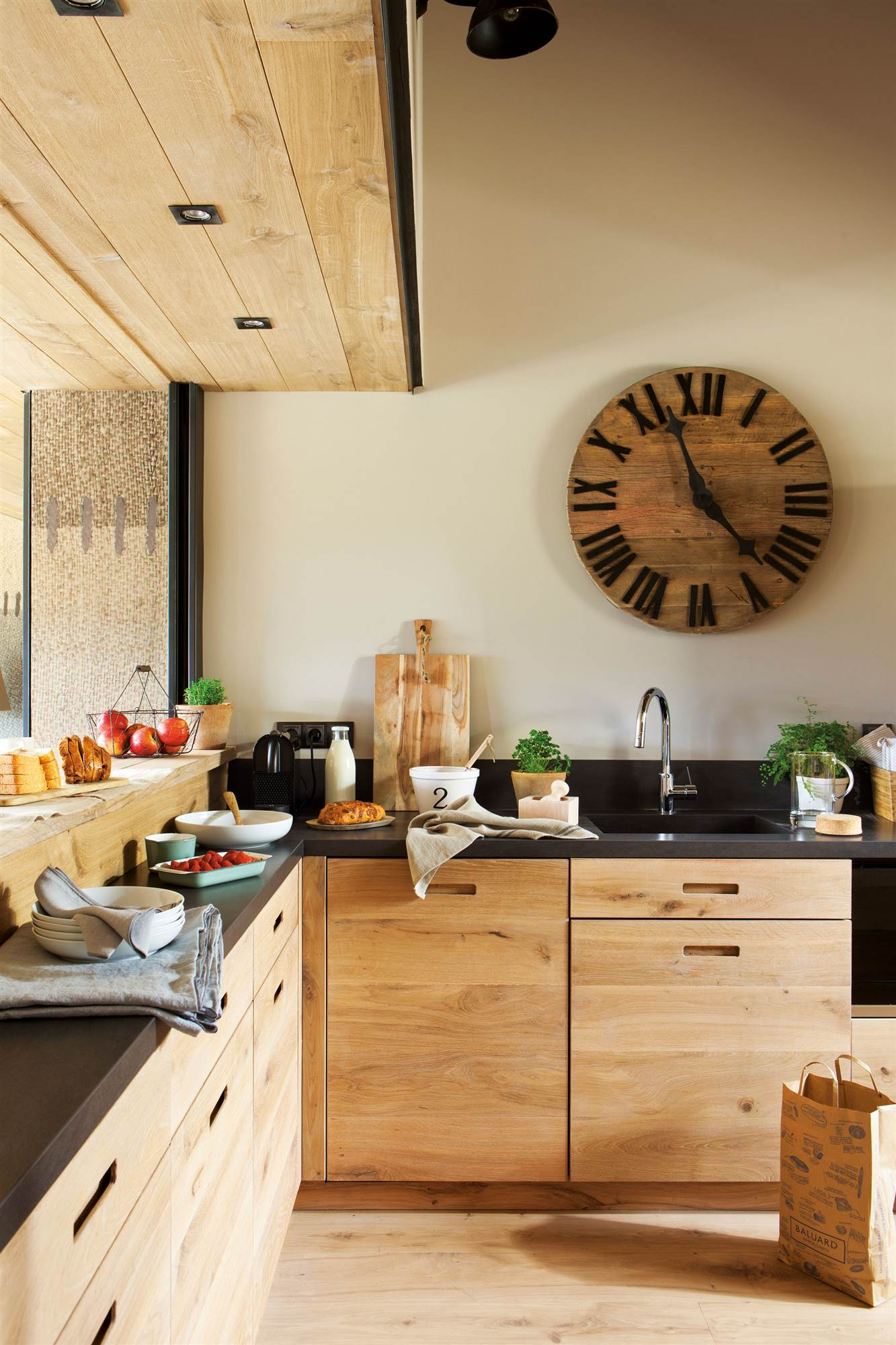 Decorar con madera en bruto - Cocinas con encimera de madera ...