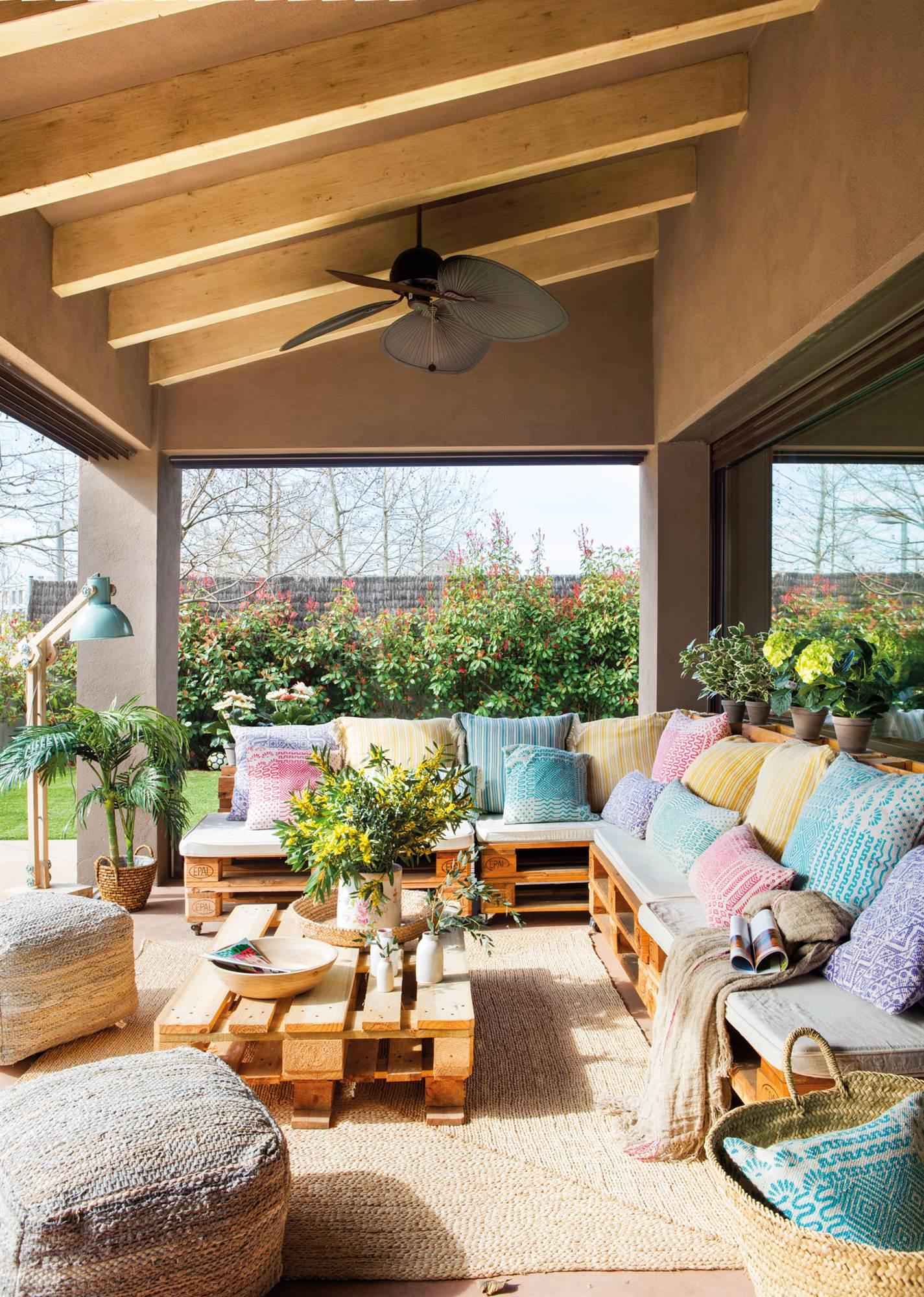 Decorar con madera en bruto for Mesa porche