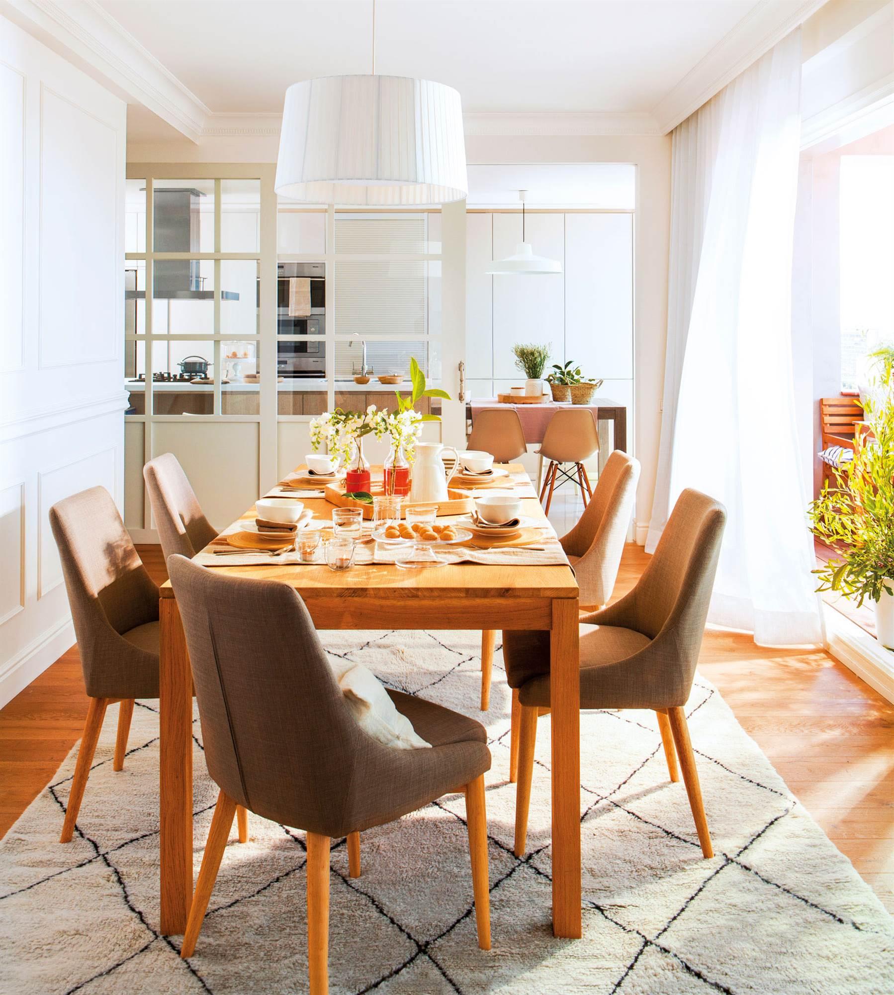 Las mejores mesas de comedor de el mueble for Mesa y sillas tapizadas