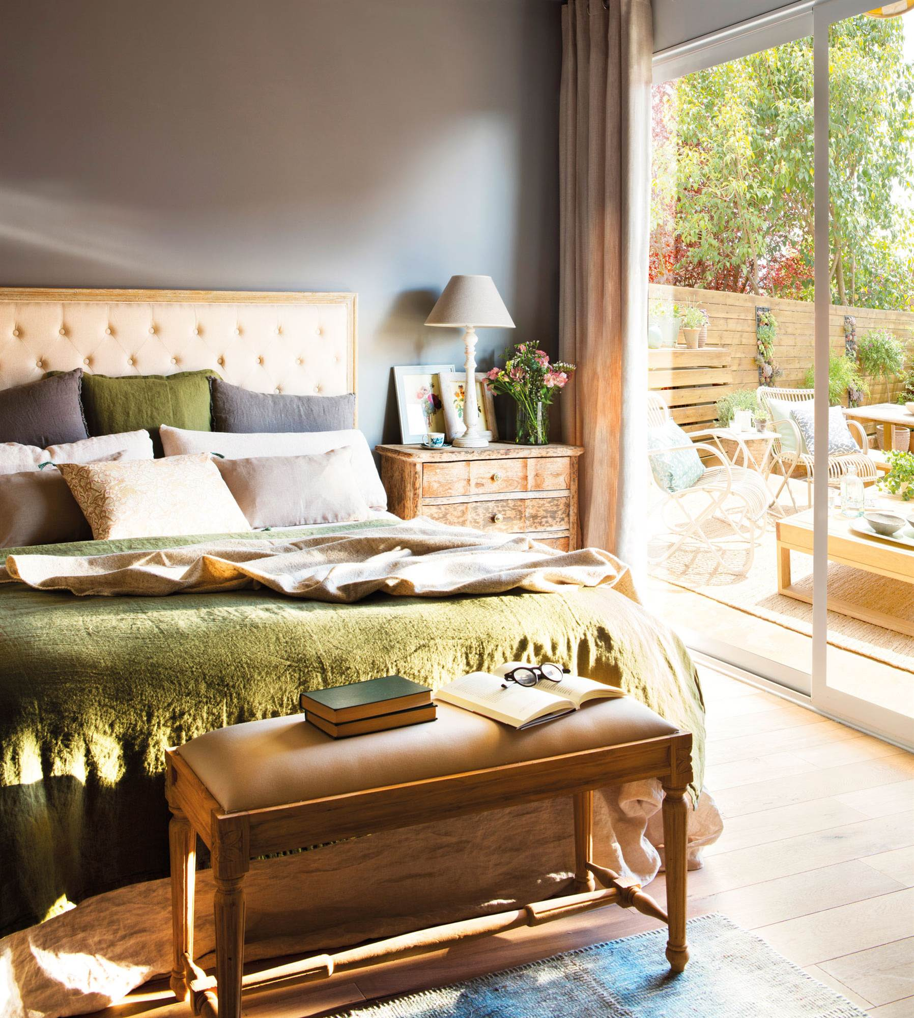 Cabeceros de cama de madera r sticos decorados o tapizados elmuebl - Cabecero cama acolchado ...