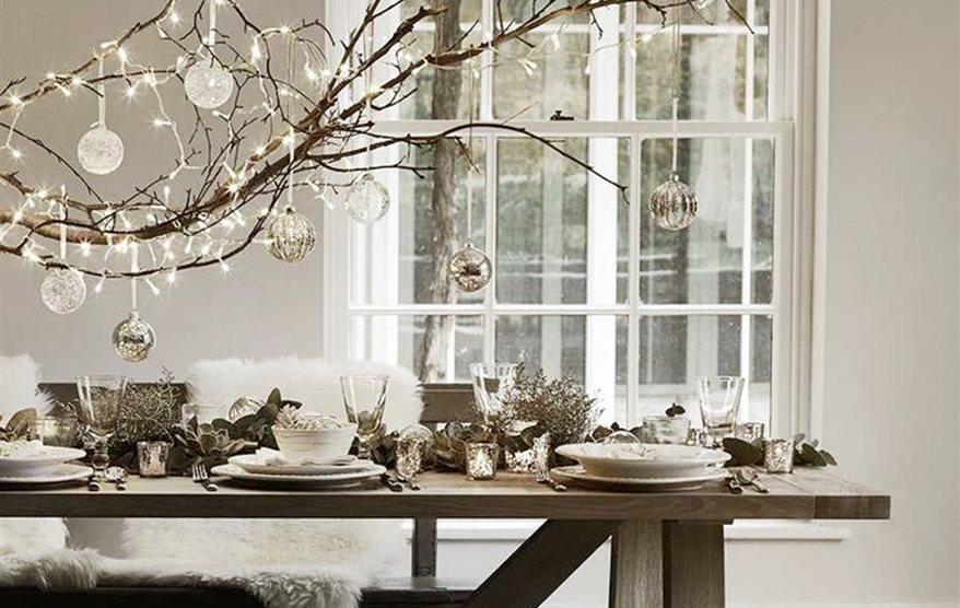 15 ideas para decorar con bolas fuera del rbol - Arboles de navidad elegantes ...