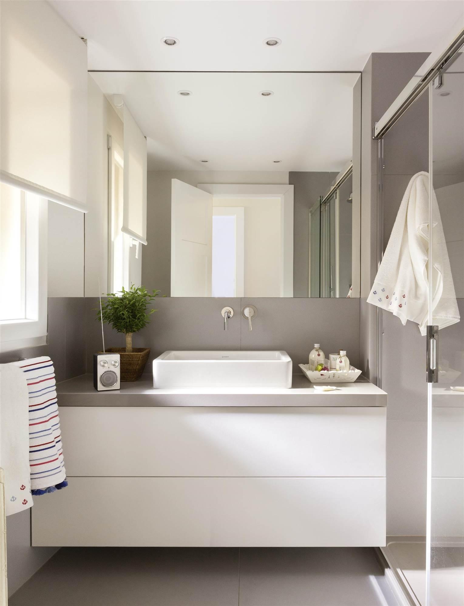 7 piezas imprescindibles para ba os peque os On baños con antebaño fotos