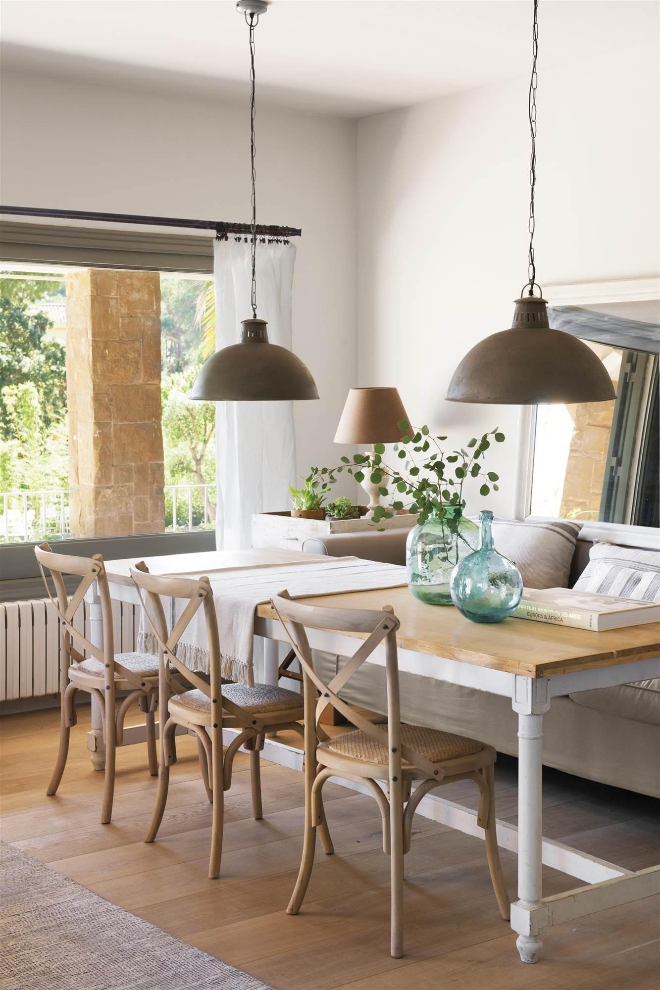 7 ideas con las que sacarle mayor partido a tu peque o comedor for Mesas y sillas para comedor pequeno
