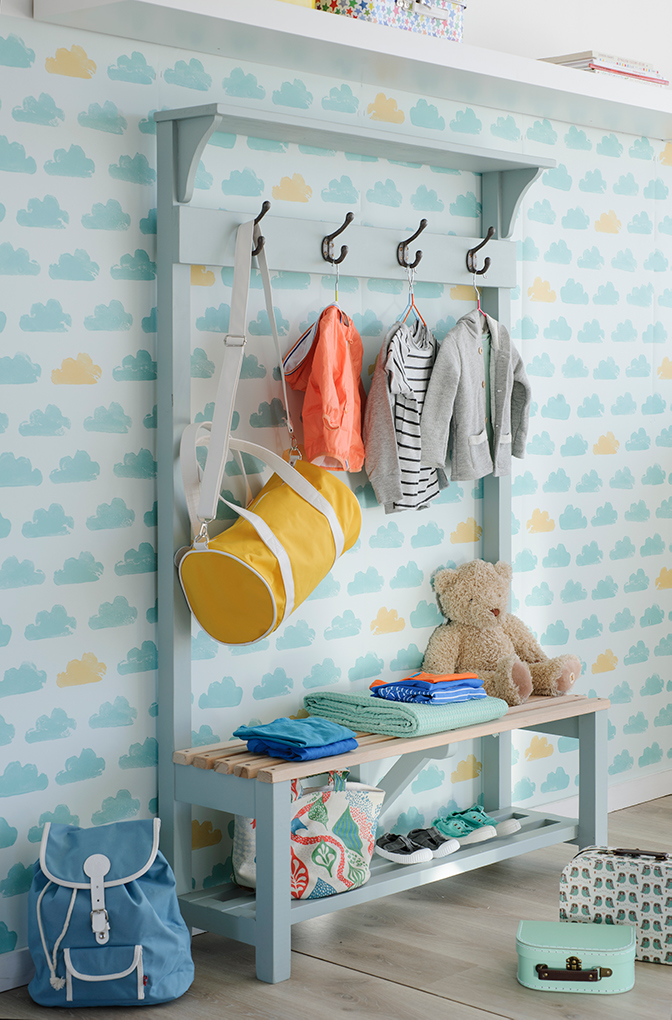 C mo ordenar y organizar la ropa con colgadores y percheros - Perchero infantil pared ...