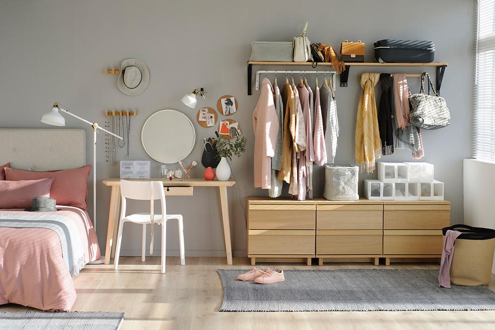 muy elogiado diseño innovador duradero en uso Cómo ordenar y organizar la ropa con colgadores y percheros