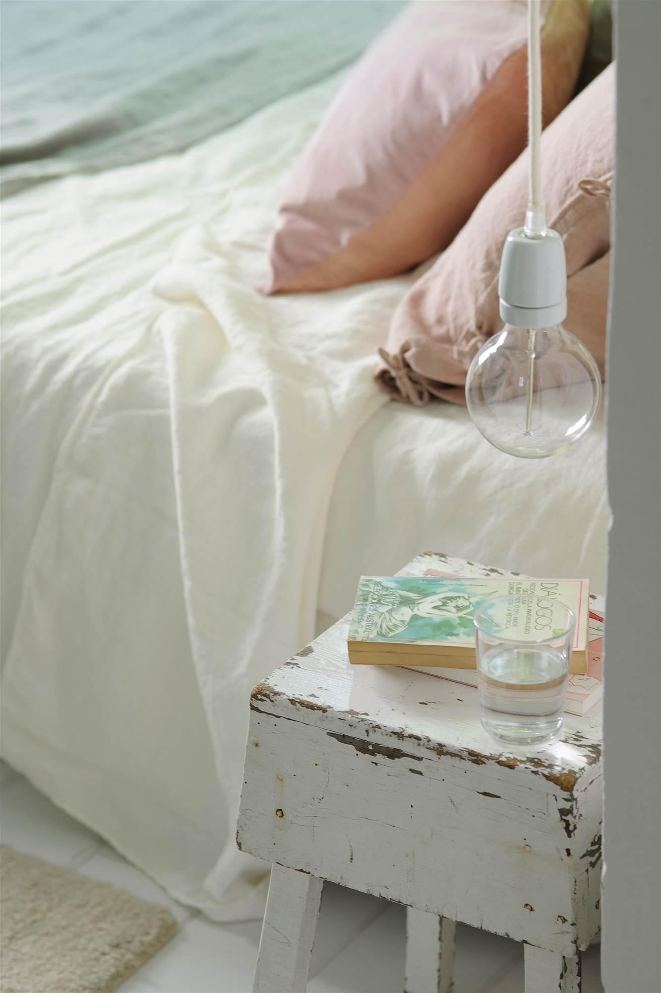 Decora tu dormitorio para dormir mejor for Mesita noche colgante