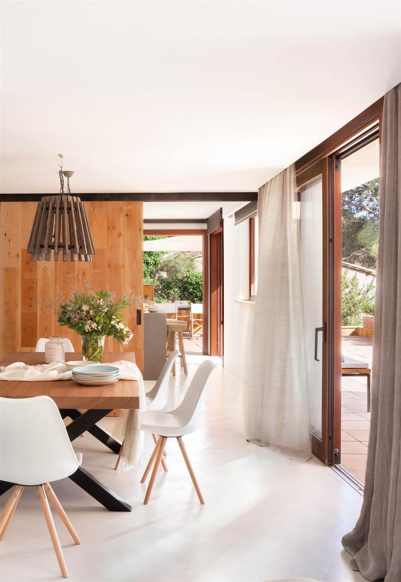 Elige la cortina perfecta para cada tipo de ventana for Cortinas blancas comedor