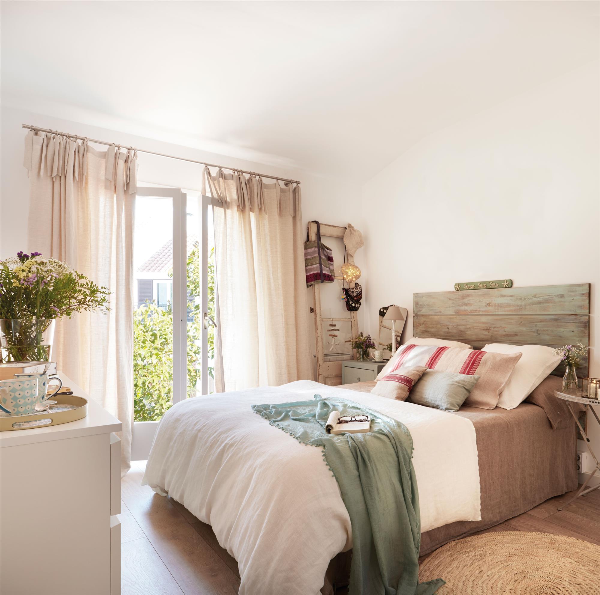 Cabeceros de cama de madera r sticos decorados o - Cabecero de cama de madera ...